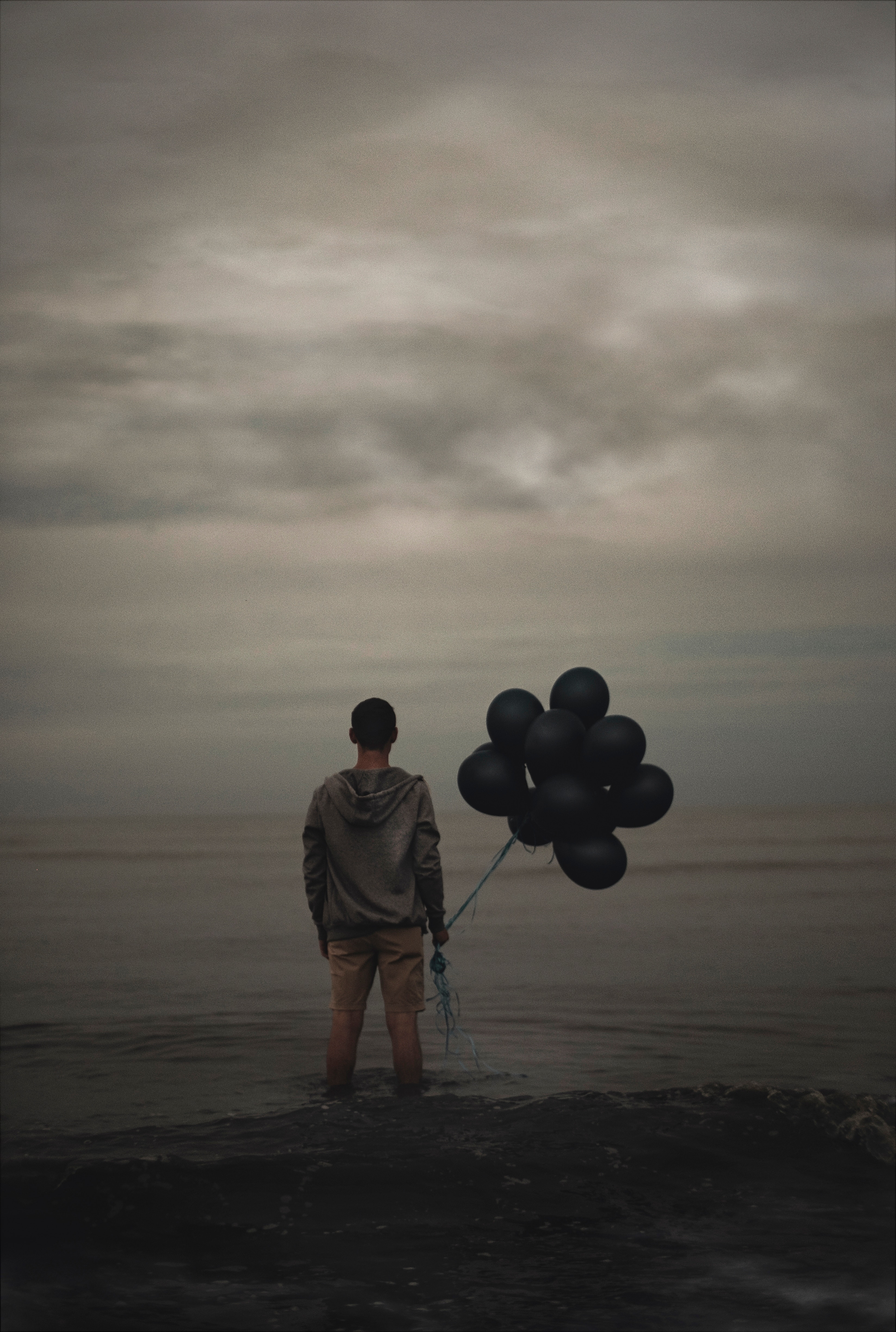 70739 Screensavers and Wallpapers Guy for phone. Download Sea, Balloons, Miscellanea, Miscellaneous, Loneliness, Guy pictures for free