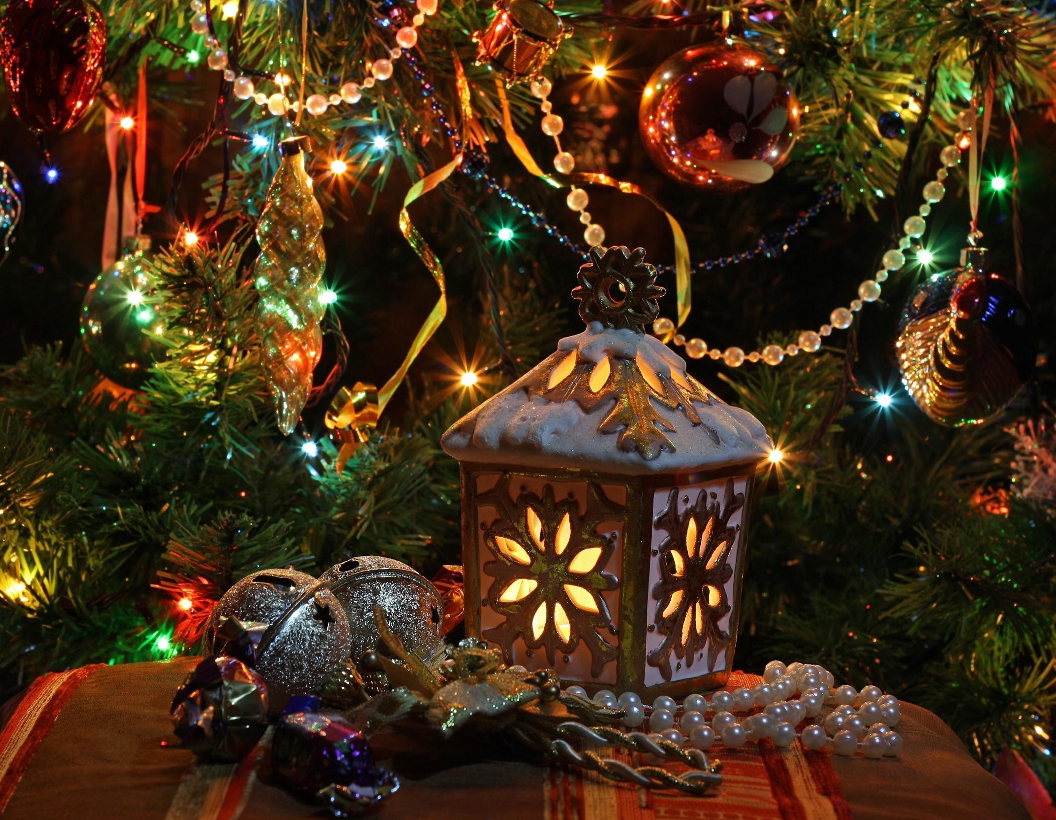 99229 Salvapantallas y fondos de pantalla Año Nuevo en tu teléfono. Descarga imágenes de Vacaciones, Año Nuevo, Navidad, Árbol De Navidad, Lámpara, Linterna, Juguetes, Guirnaldas, Guirnalda, Decoración gratis