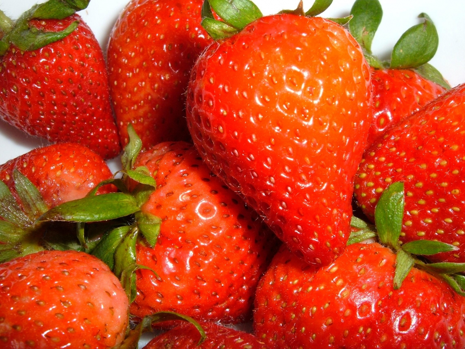 7391 download wallpaper Fruits, Food, Strawberry, Berries screensavers and pictures for free