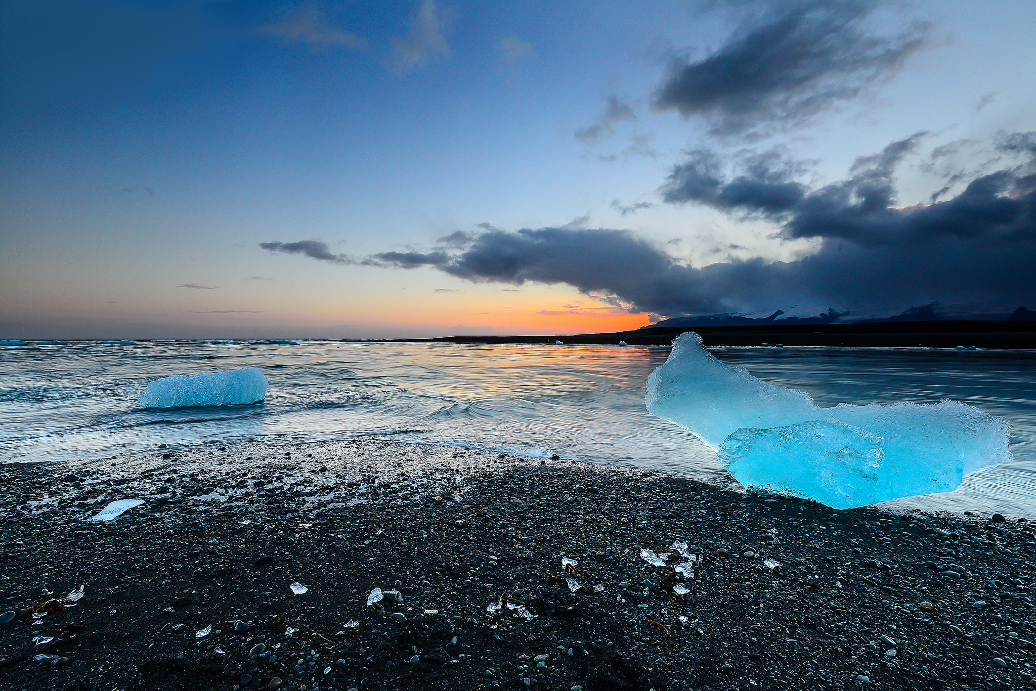 104465 download wallpaper Nature, Sky, Ice, Beach, Shore, Bank, Iceland, Jokulsarlon screensavers and pictures for free