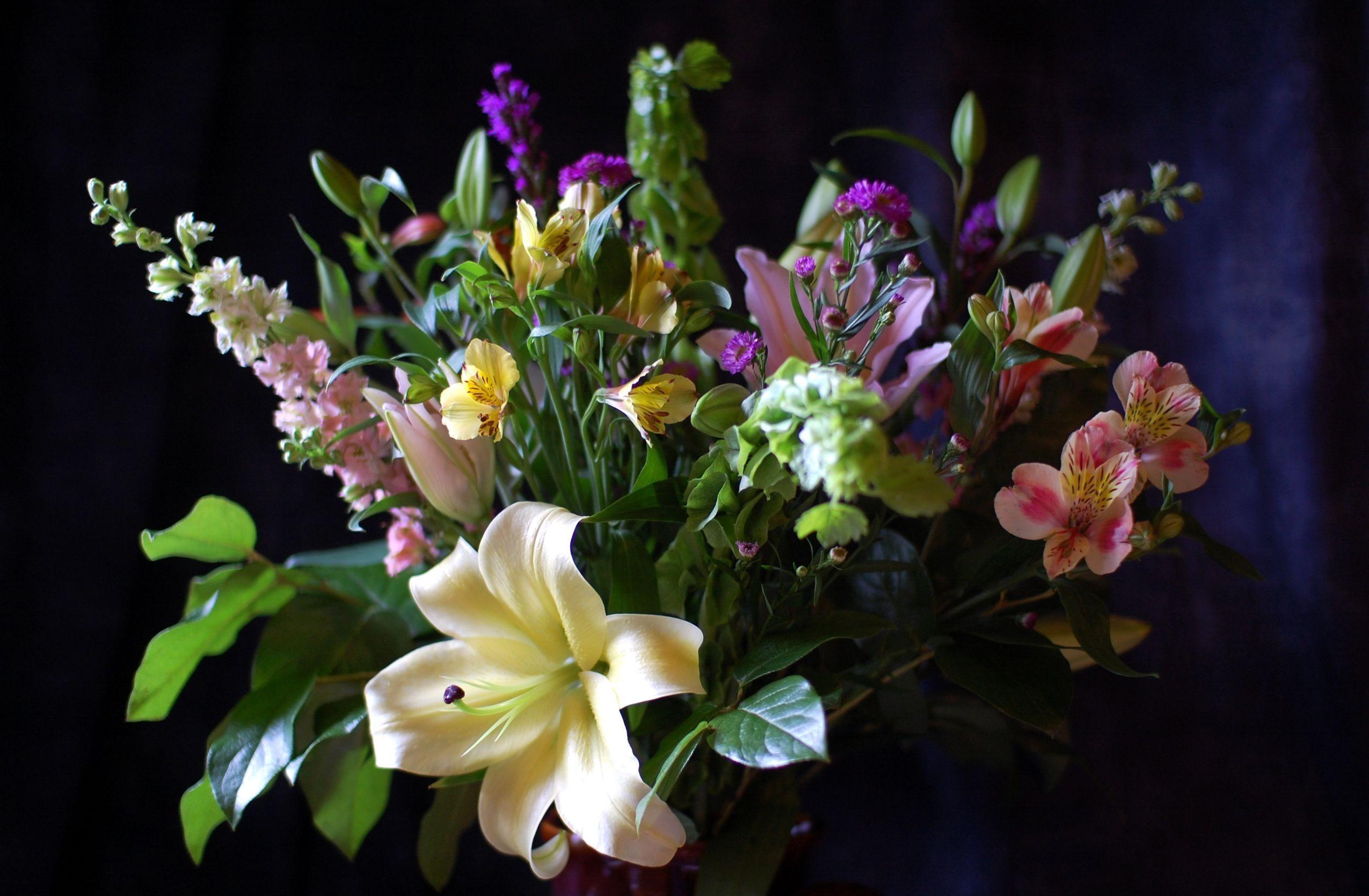 75437 скачать обои Цветы, Лилия, Альстромерия, Букет, Листья, Композиция - заставки и картинки бесплатно