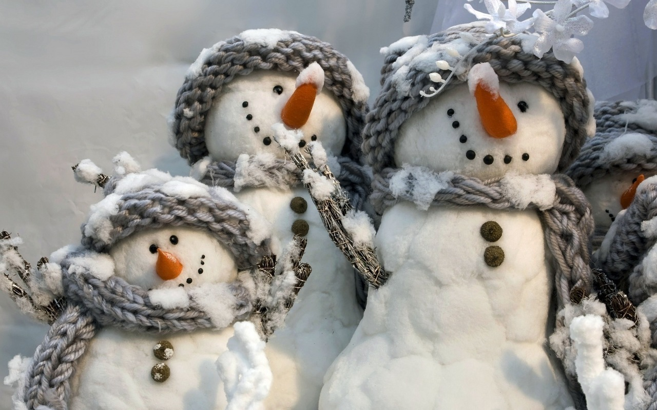 45379 download wallpaper Winter, Objects, Snowman screensavers and pictures for free