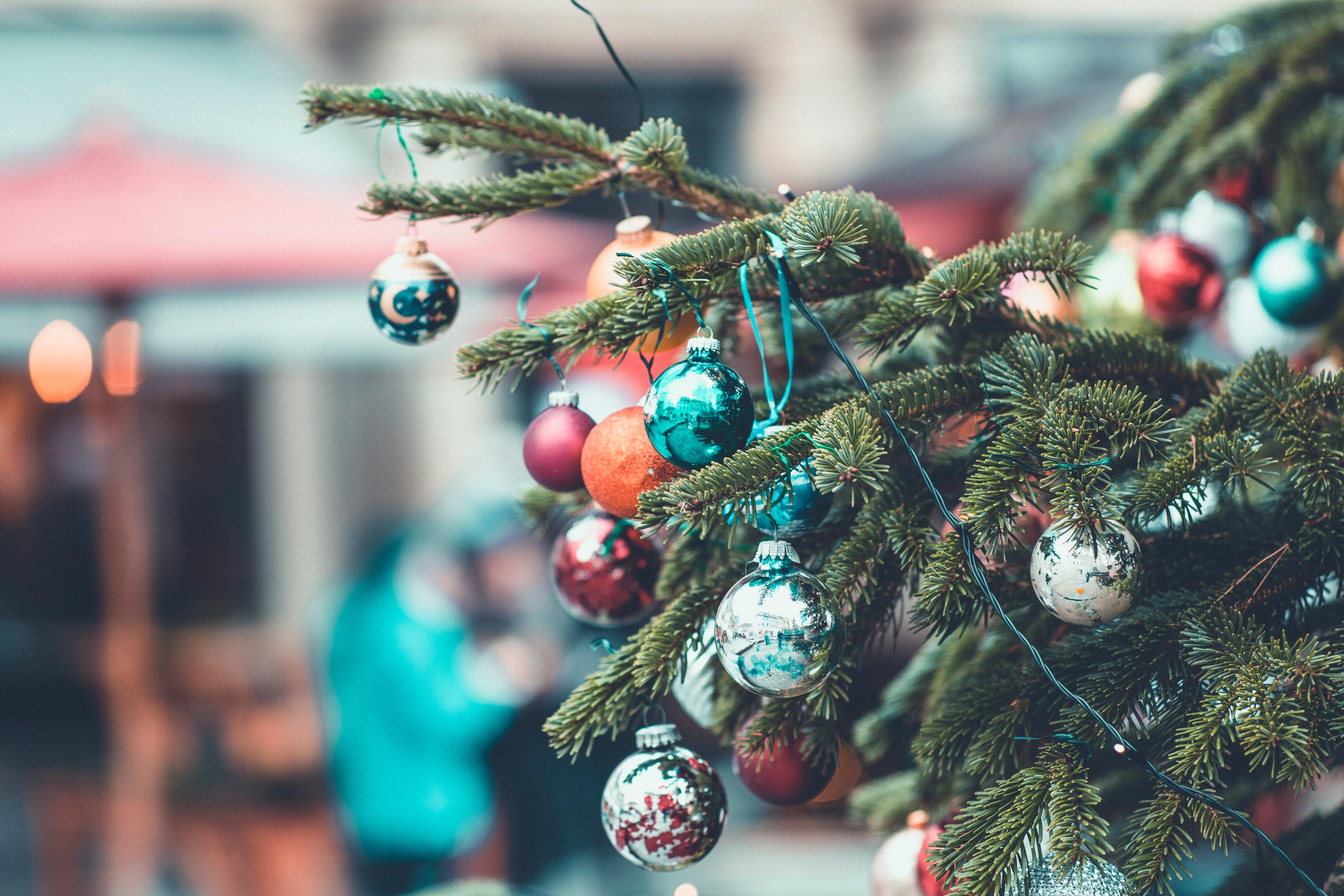78774 Hintergrundbild herunterladen Feiertage, Weihnachten, Neujahr, Dekoration, Neues Jahr, Weihnachtsbaum, Bälle - Bildschirmschoner und Bilder kostenlos