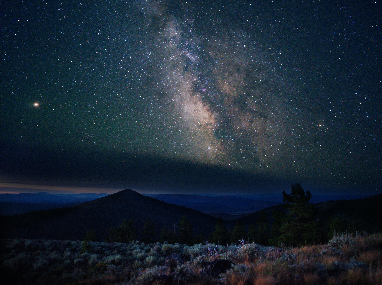 116998 Заставки и Обои Звезды на телефон. Скачать Природа, Горы, Звезды, Ночь, Звездное Небо, Холмы, Туманность картинки бесплатно