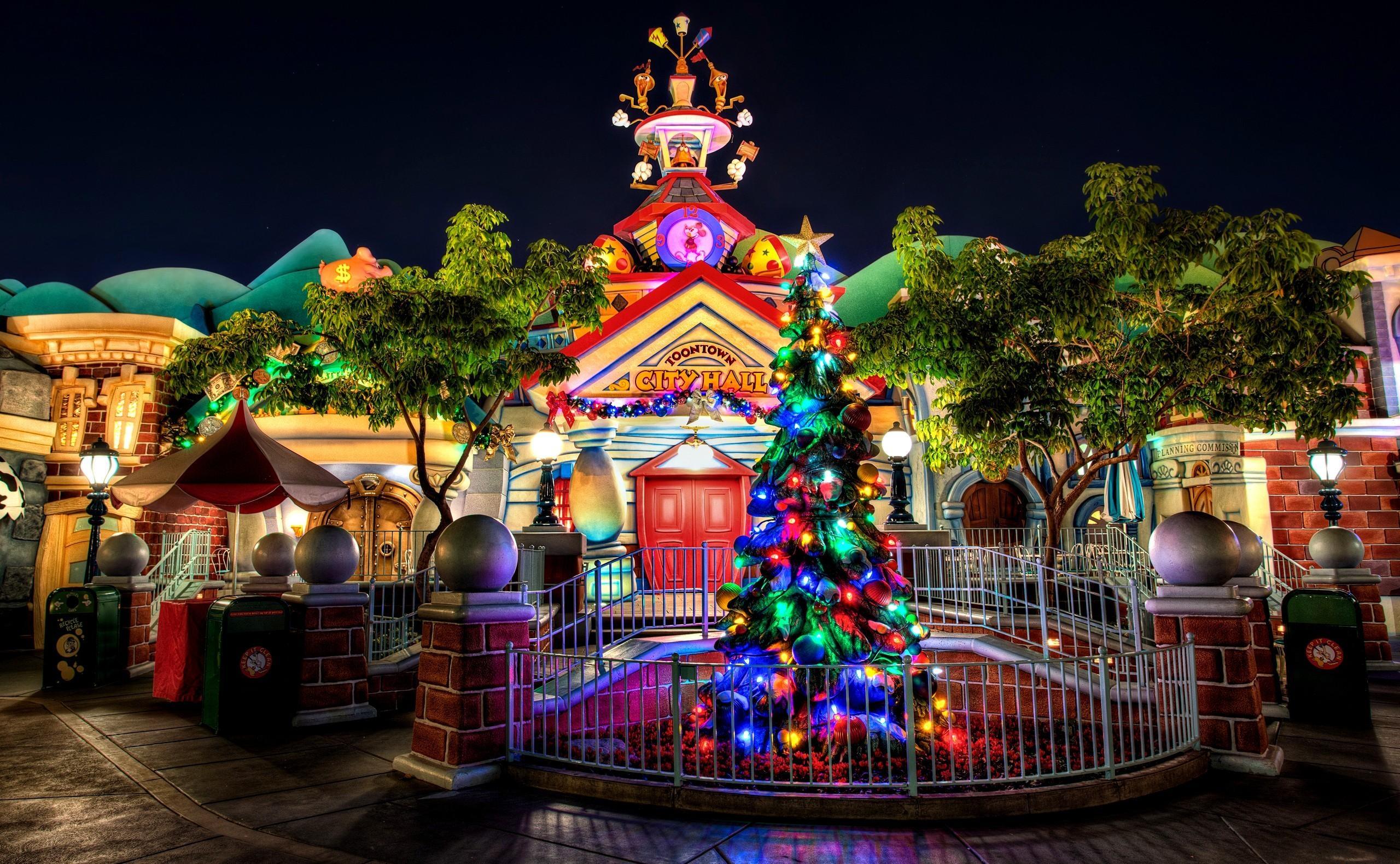 手機的136661屏保和壁紙卡通。 免費下載 假期, 圣诞树, 花环, 建造, 建筑, 入口, 登录, 假日, 圣诞节, 动画片, 卡通 圖片