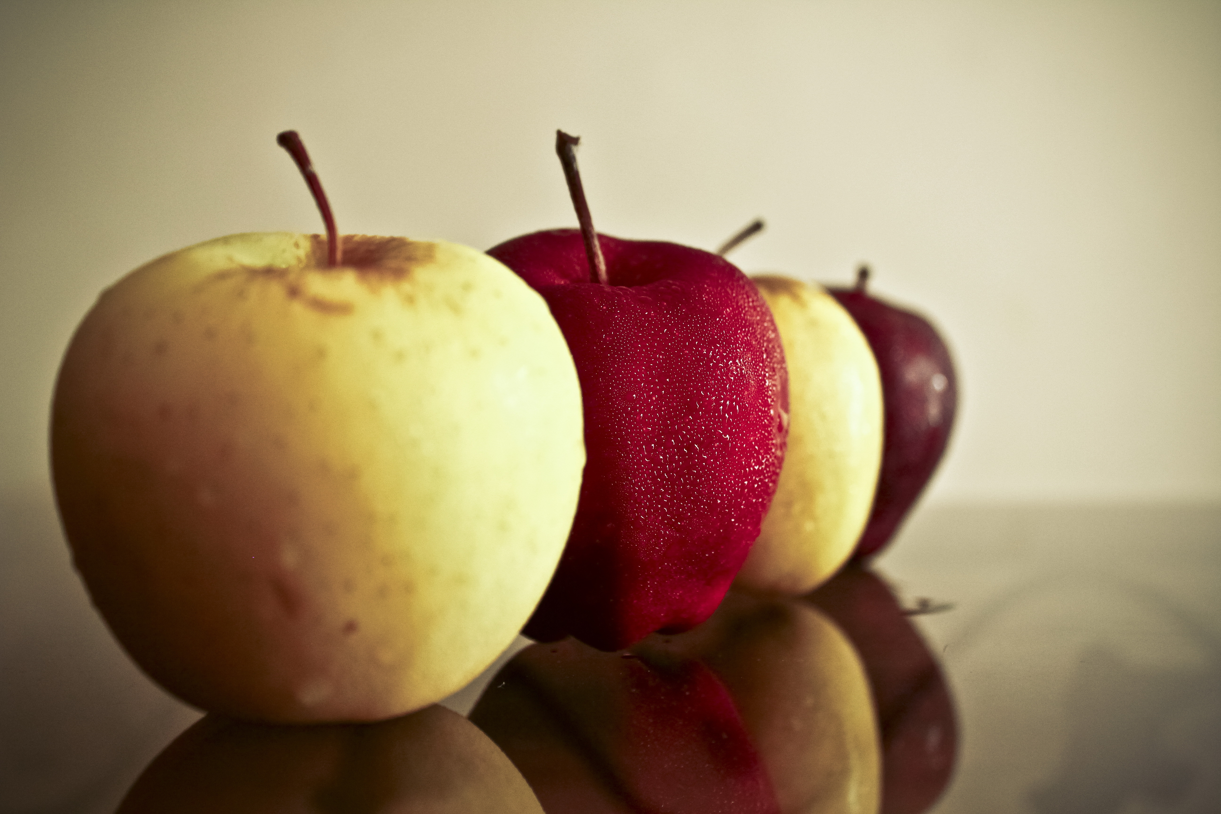 84844 download wallpaper Food, Mirror, Reflection, Drops, Apples screensavers and pictures for free