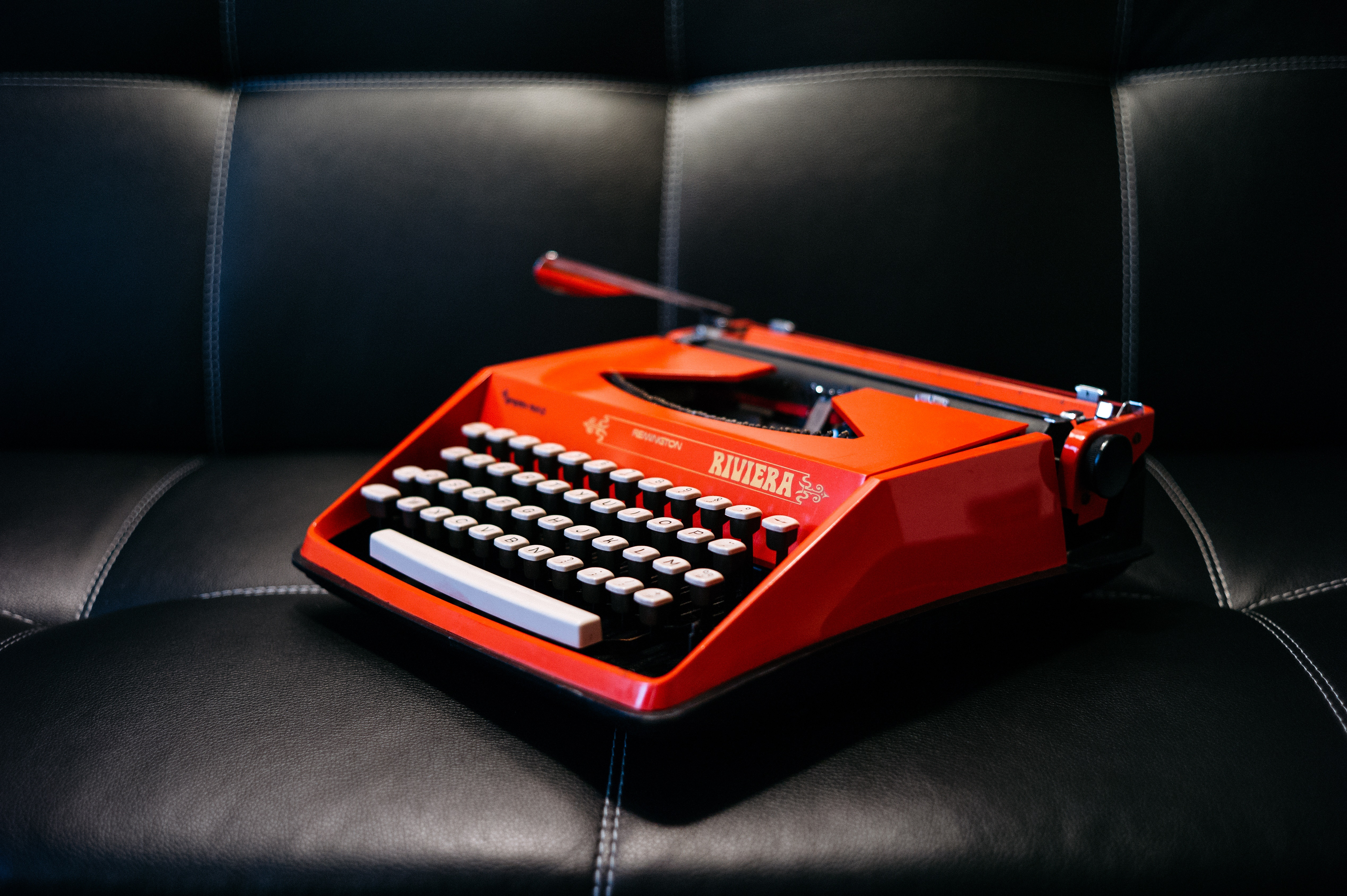 124563 Screensavers and Wallpapers Retro for phone. Download Miscellanea, Miscellaneous, Typewriter, Retro, Sofa pictures for free