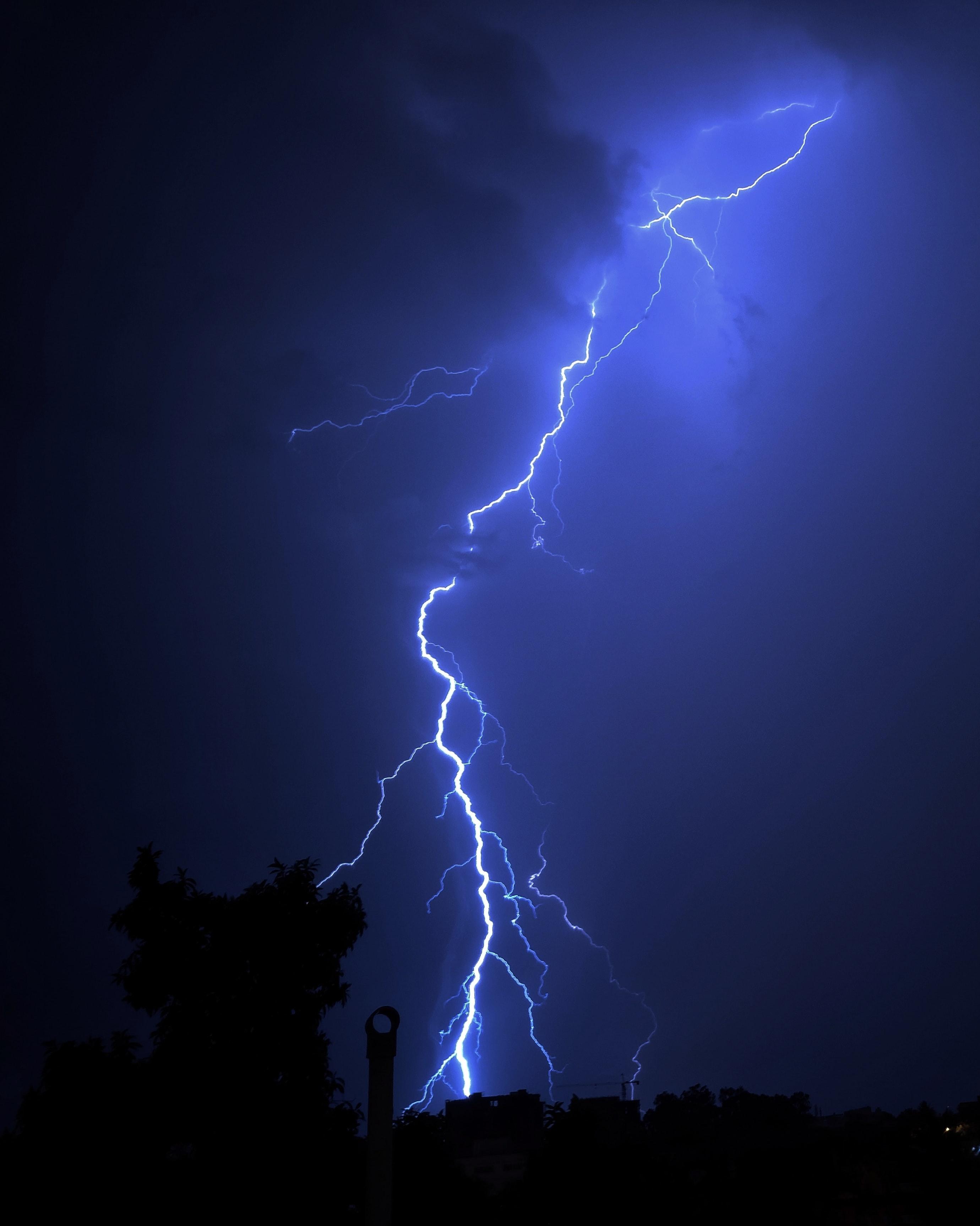 77635 Заставки и Обои Молния на телефон. Скачать Молния, Деревья, Ночь, Темные, Свечение картинки бесплатно