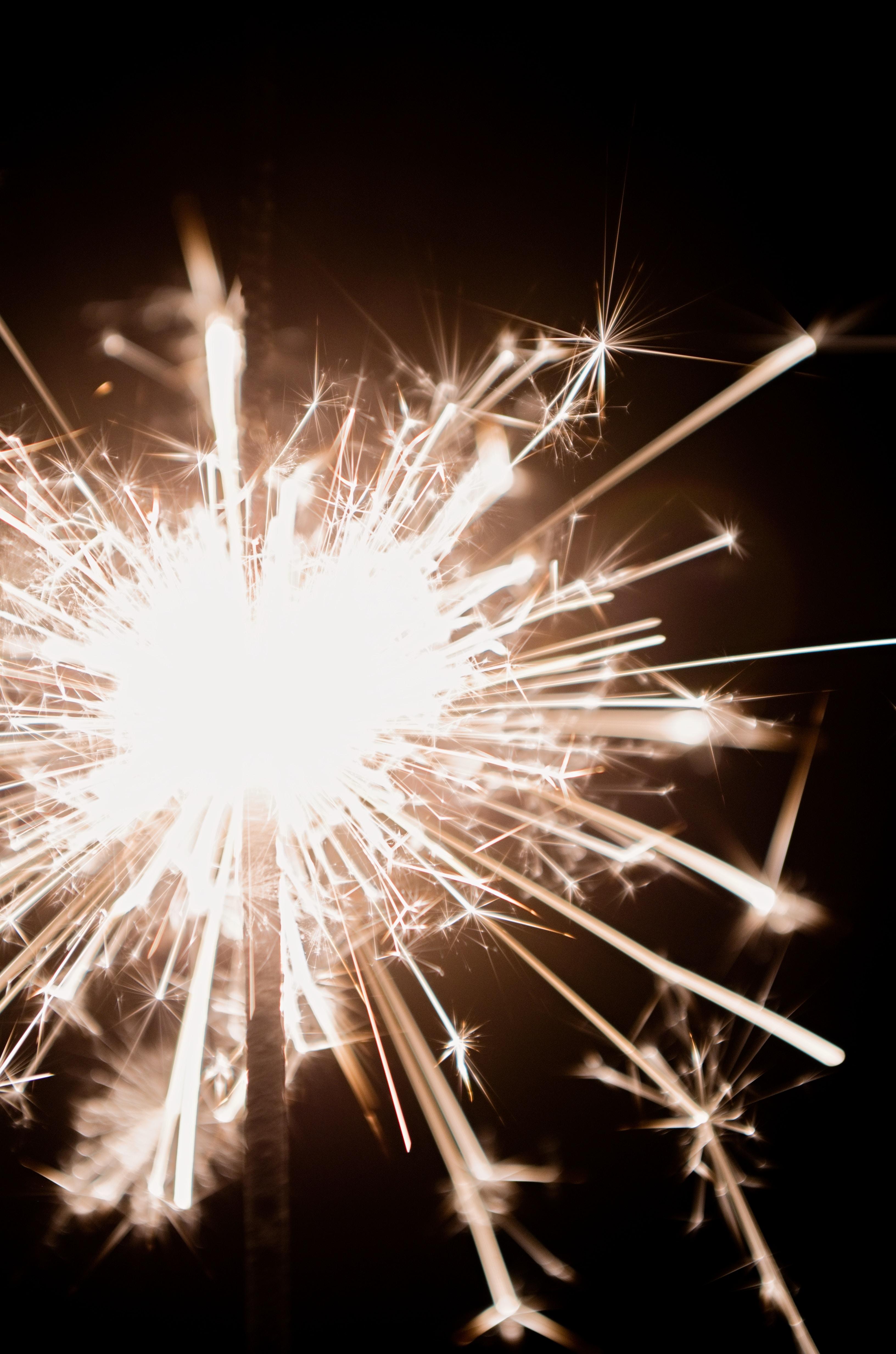 102249 免費下載壁紙 假期, 孟加拉灯, 火花, 火, 明亮的, 明亮, 假日 屏保和圖片