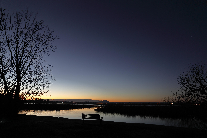 58823 Заставки и Обои Озеро на телефон. Скачать Озеро, Сумерки, Небо, Темные, Лавочка картинки бесплатно