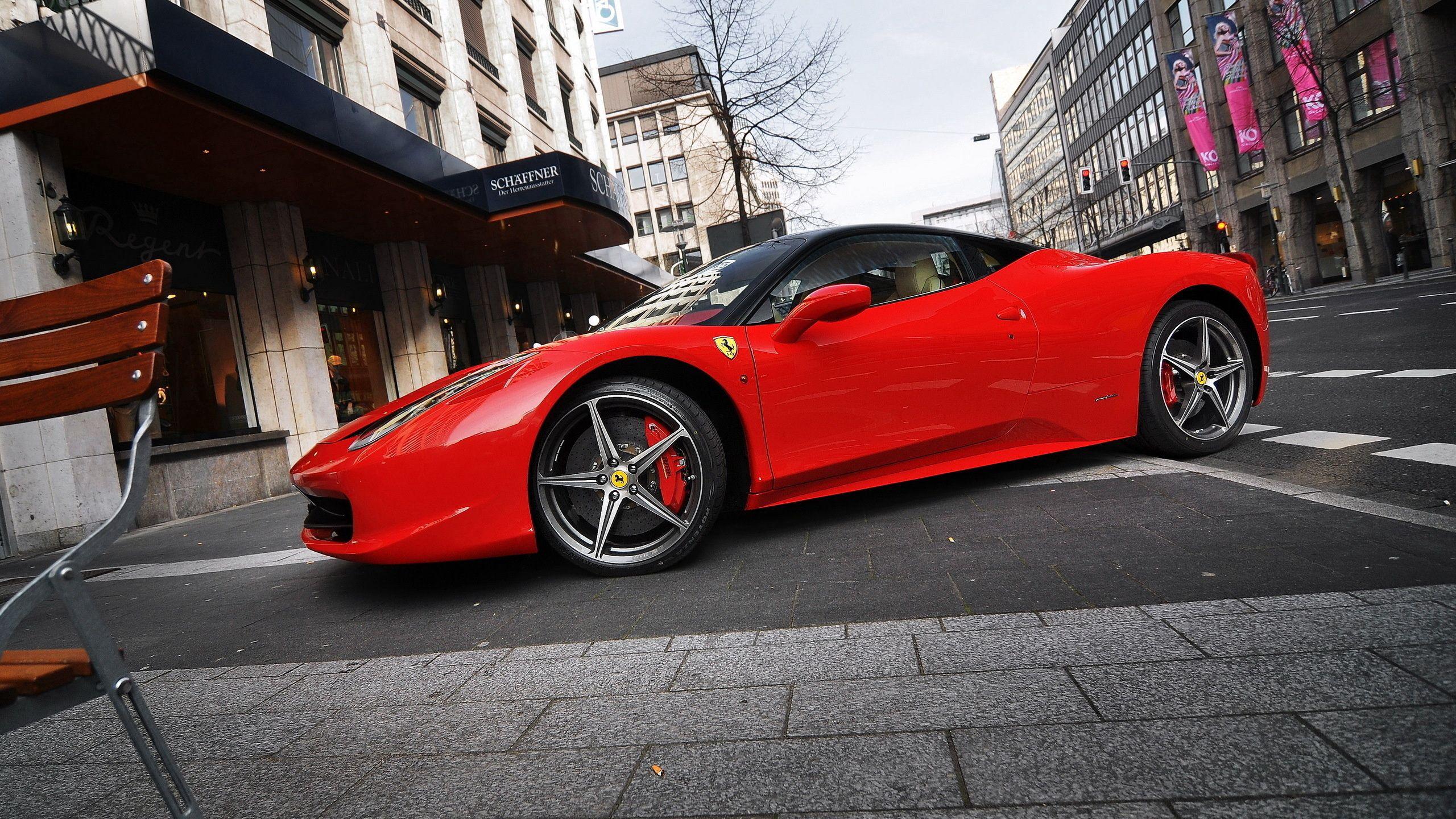 126918 скачать обои Улица, Феррари (Ferrari), Тачки (Cars), Парковка, Красная, Ferrari 458 Italia - заставки и картинки бесплатно
