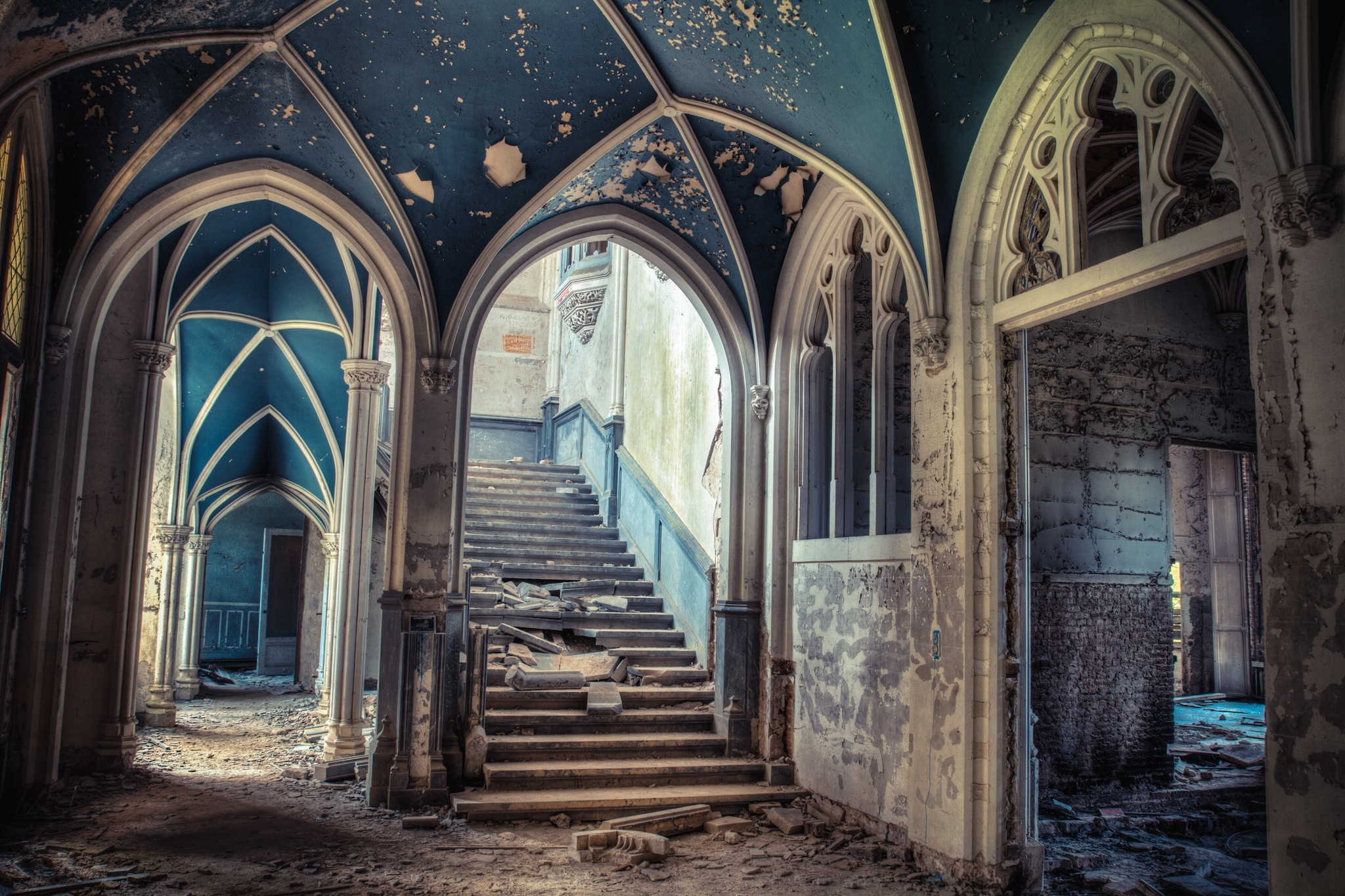 87450 download wallpaper Building, Miscellanea, Miscellaneous, Old, Stairs, Ladder, Arch, Doors, Door, Ancient, Entrance screensavers and pictures for free