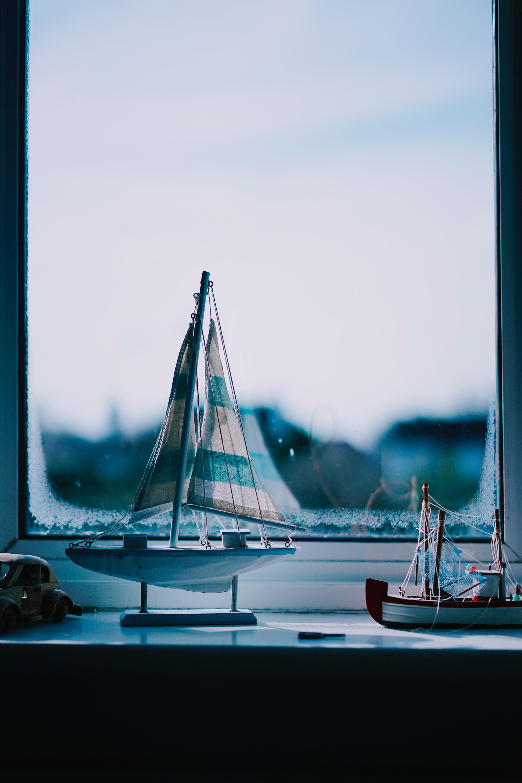 108218 Заставки и Обои Лодки на телефон. Скачать Разное, Подоконник, Лодки, Окно, Статуэтки картинки бесплатно