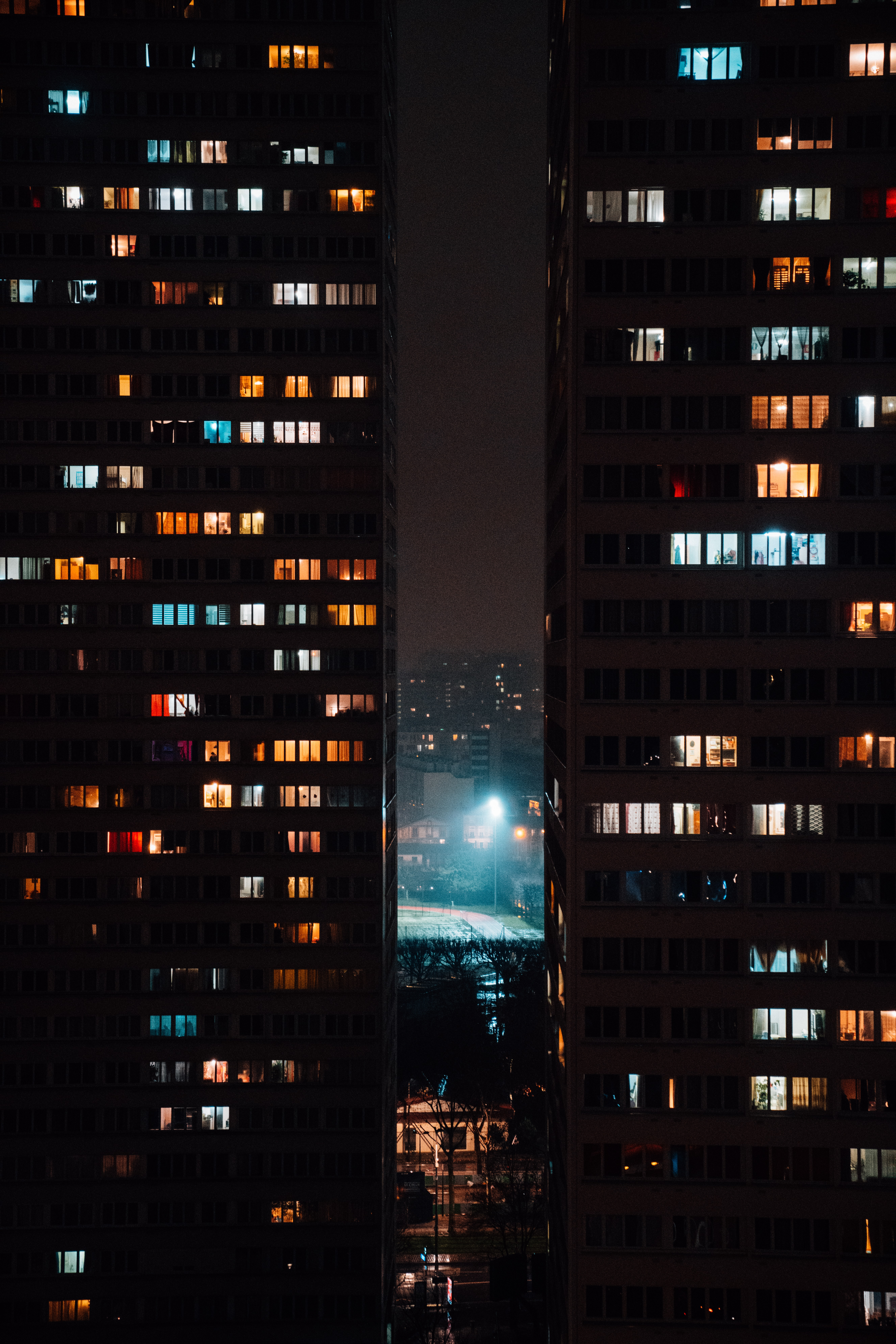80379 Screensavers and Wallpapers Windows for phone. Download Cities, Windows, Night, Building, Lights pictures for free