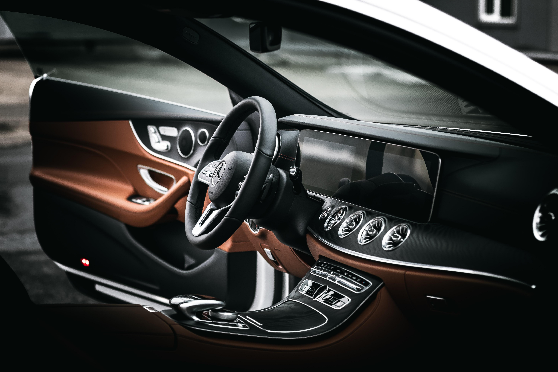 64880 télécharger le fond d'écran Mercedes, Voitures, Voiture, Volant, Gouvernail, Salon, Mercedes E200 - économiseurs d'écran et images gratuitement