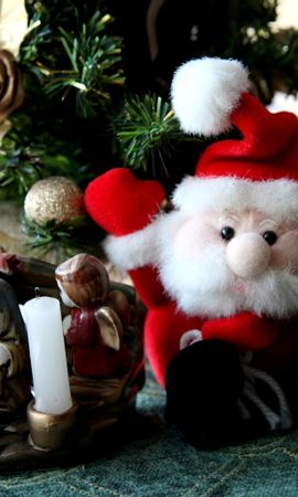 76413 скачать обои Праздники, Елка, Санта Клаус, Свечи, Игрушки, Подставка - заставки и картинки бесплатно