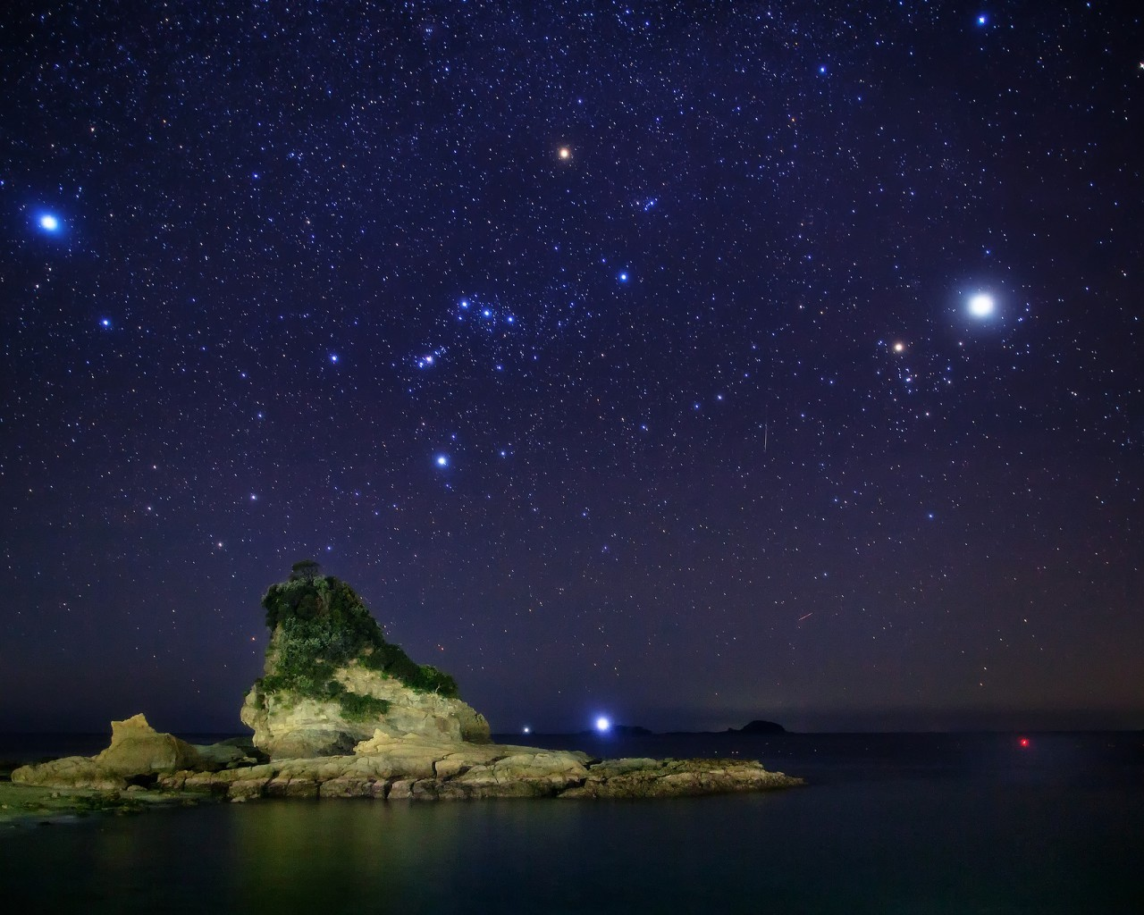 21560 download wallpaper Landscape, Sky, Sea, Stars, Night screensavers and pictures for free