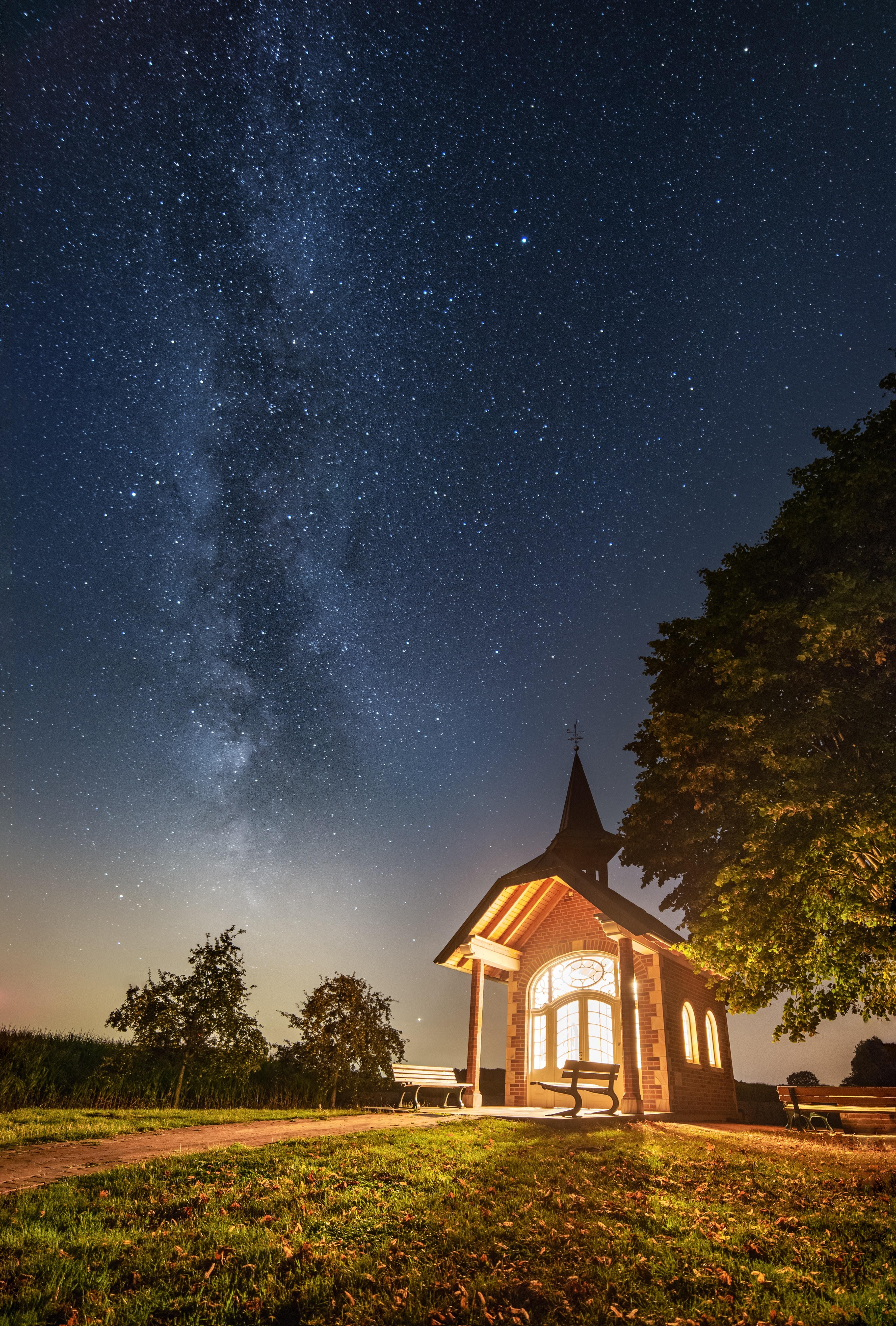 117581 скачать обои Свет, Архитектура, Ночь, Разное, Звездное Небо, Здание - заставки и картинки бесплатно