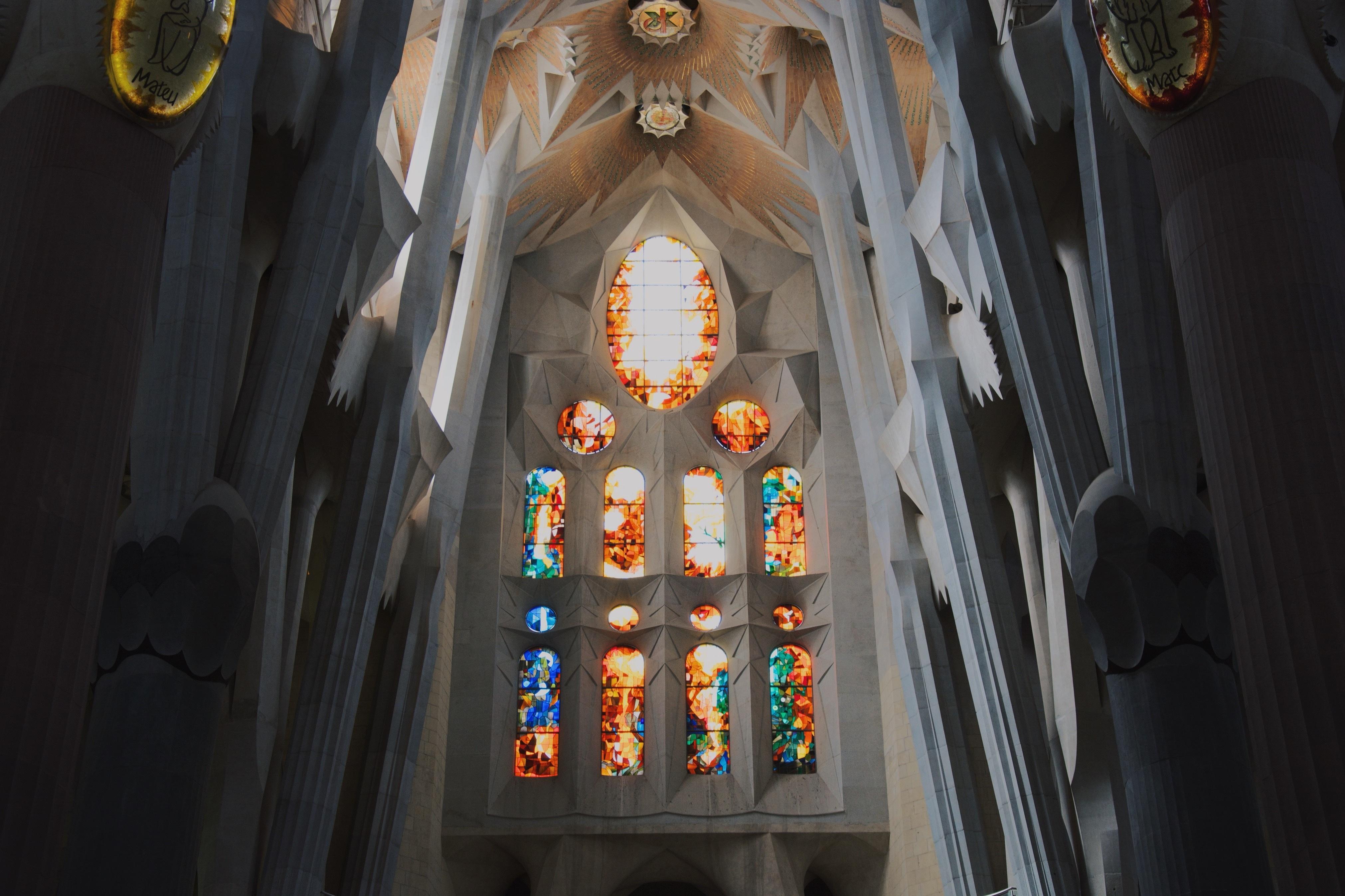 56926 baixar papel de parede Barcelona, Miscelânea, Variado, Espanha, Vitral, Gaudi, Gaudí, Parede De Cortina - protetores de tela e imagens gratuitamente