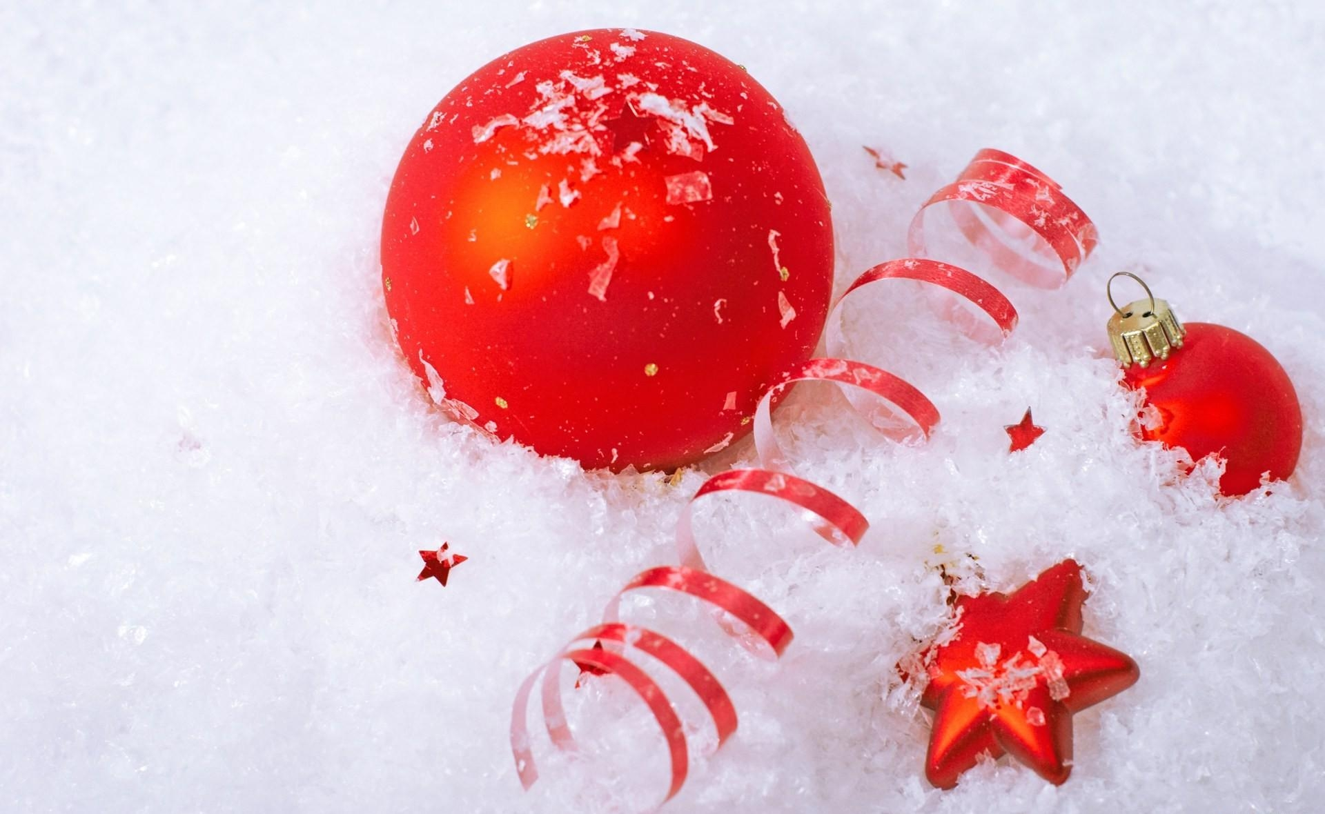 119540 download wallpaper Holidays, Christmas Decorations, Christmas Tree Toys, Balls, Star, Snow, Attributes, Holiday screensavers and pictures for free