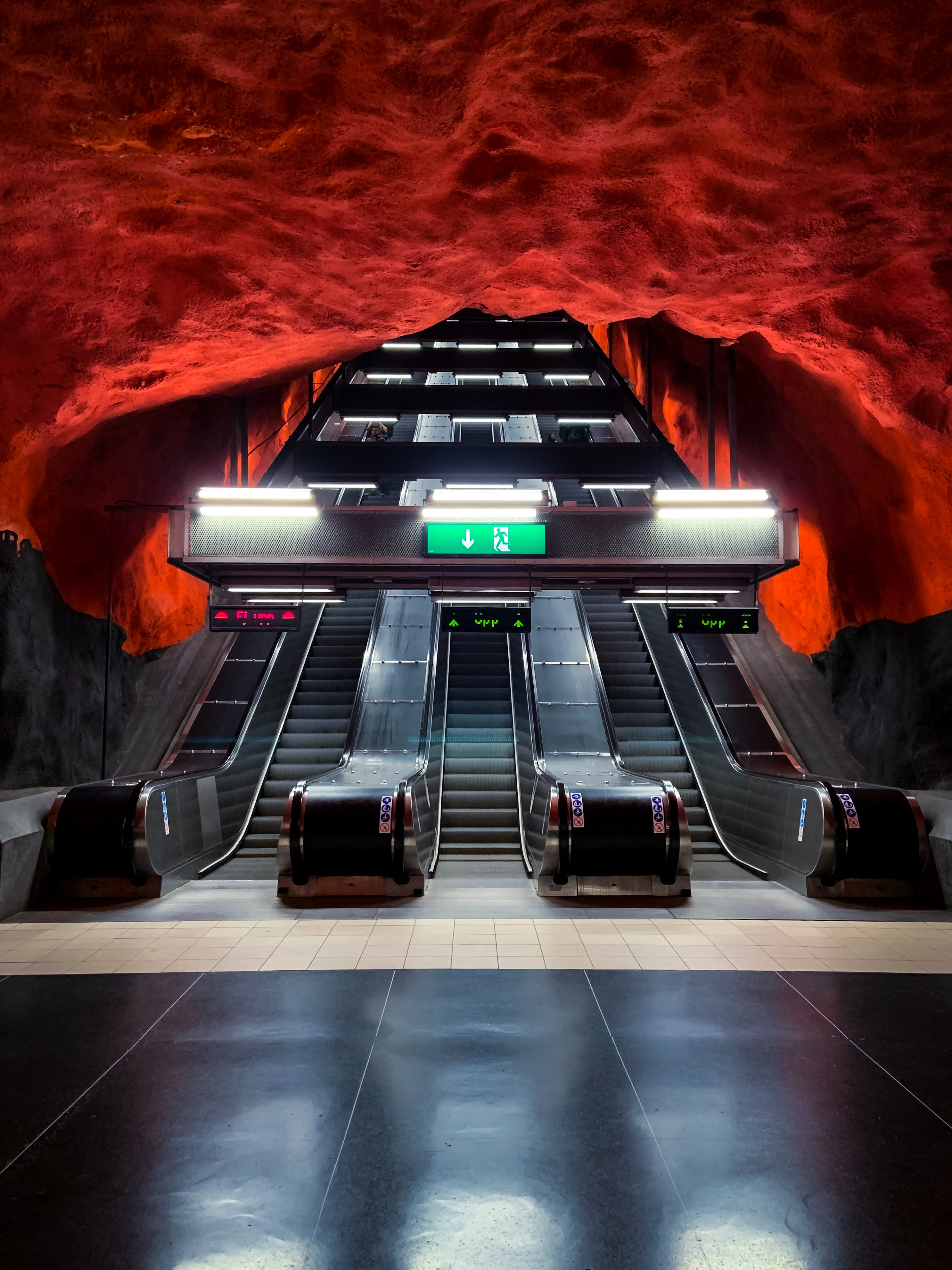 155573 download wallpaper Miscellanea, Miscellaneous, Escalator, Metro, Subway, Station, Tunnel screensavers and pictures for free