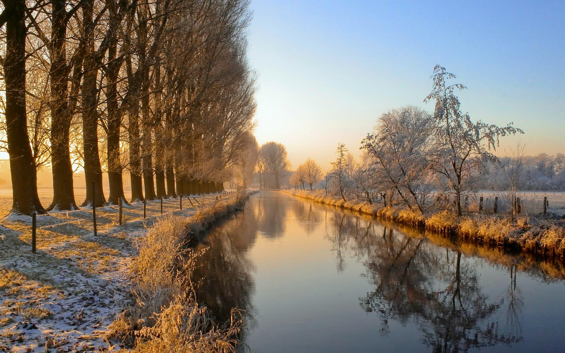 Скачать картинку Река, Деревья, Снег, Пейзаж в телефон бесплатно.