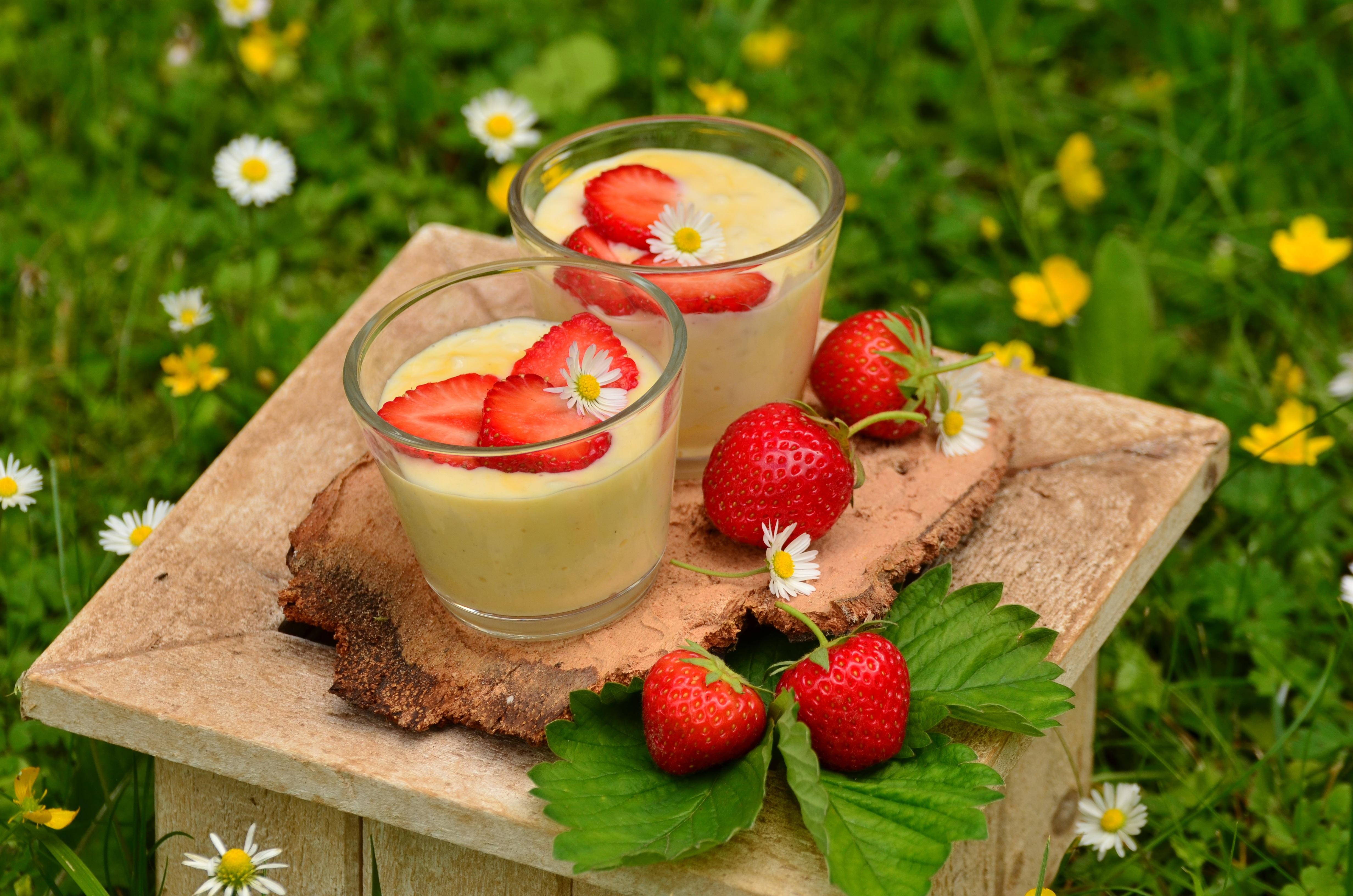 99478 download wallpaper Flowers, Food, Strawberry, Berries, Yogurt, Yoghurt screensavers and pictures for free