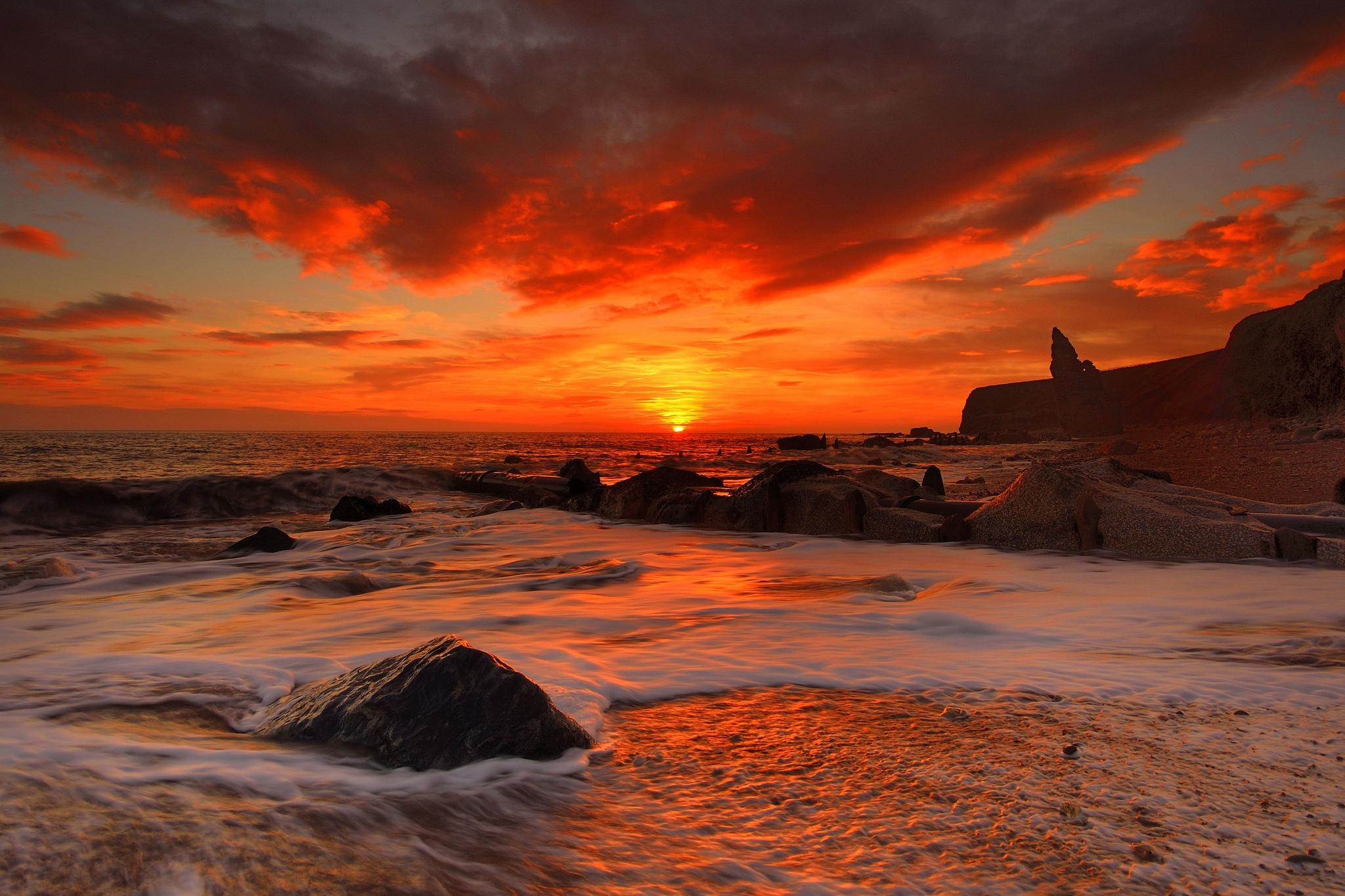94950 Заставки и Обои Волны на телефон. Скачать Природа, Море, Камни, Пляж, Рассвет, Волны картинки бесплатно