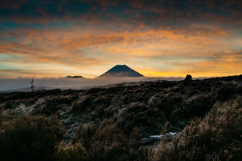 無料の壁紙をダウンロード155107:携帯電話用の自然, 山, 火山, 霧, 夕暮れ, 薄明, 風景壁紙