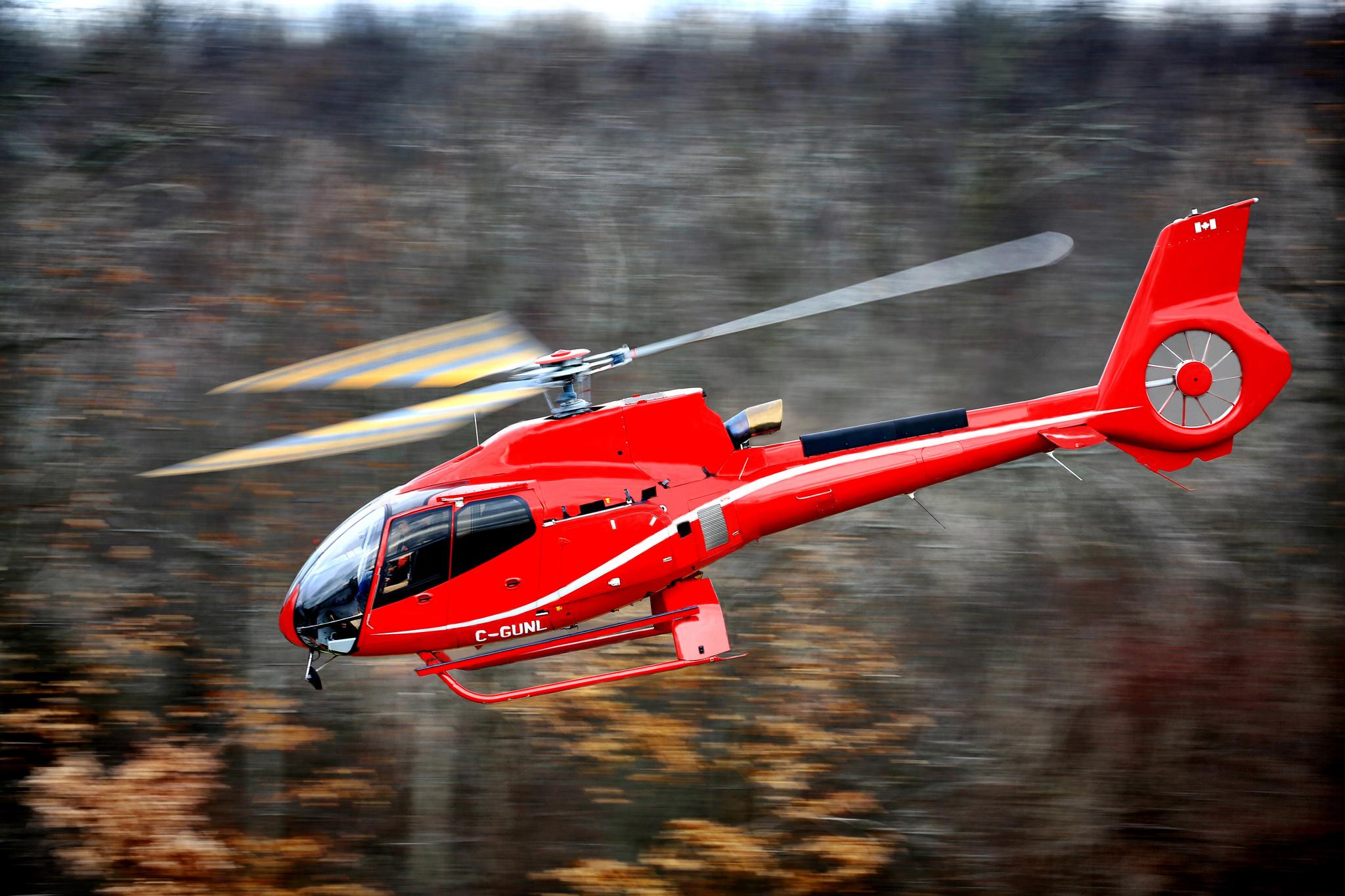 92300 Hintergrundbild herunterladen Hubschrauber, Verschiedenes, Sonstige, Unschärfe, Glatt, Flug, Eurocopter, Ec 130, Einmotorig, Einzelmotor, Airbus-Hubschrauber - Bildschirmschoner und Bilder kostenlos