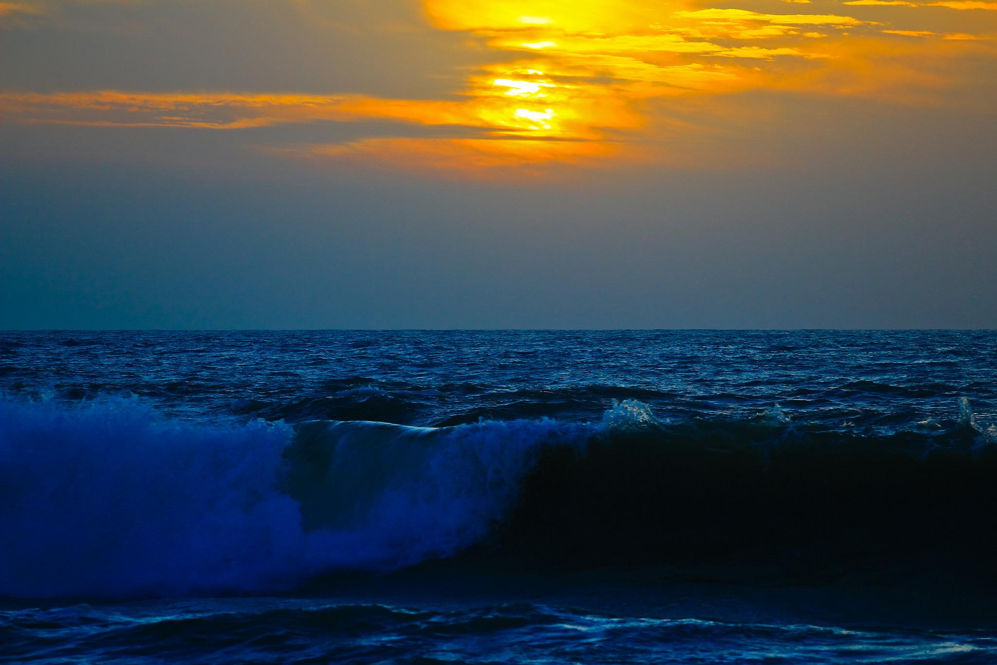 134159 Заставки и Обои Волны на телефон. Скачать Природа, Море, Прибой, Небо, Закат, Волны картинки бесплатно