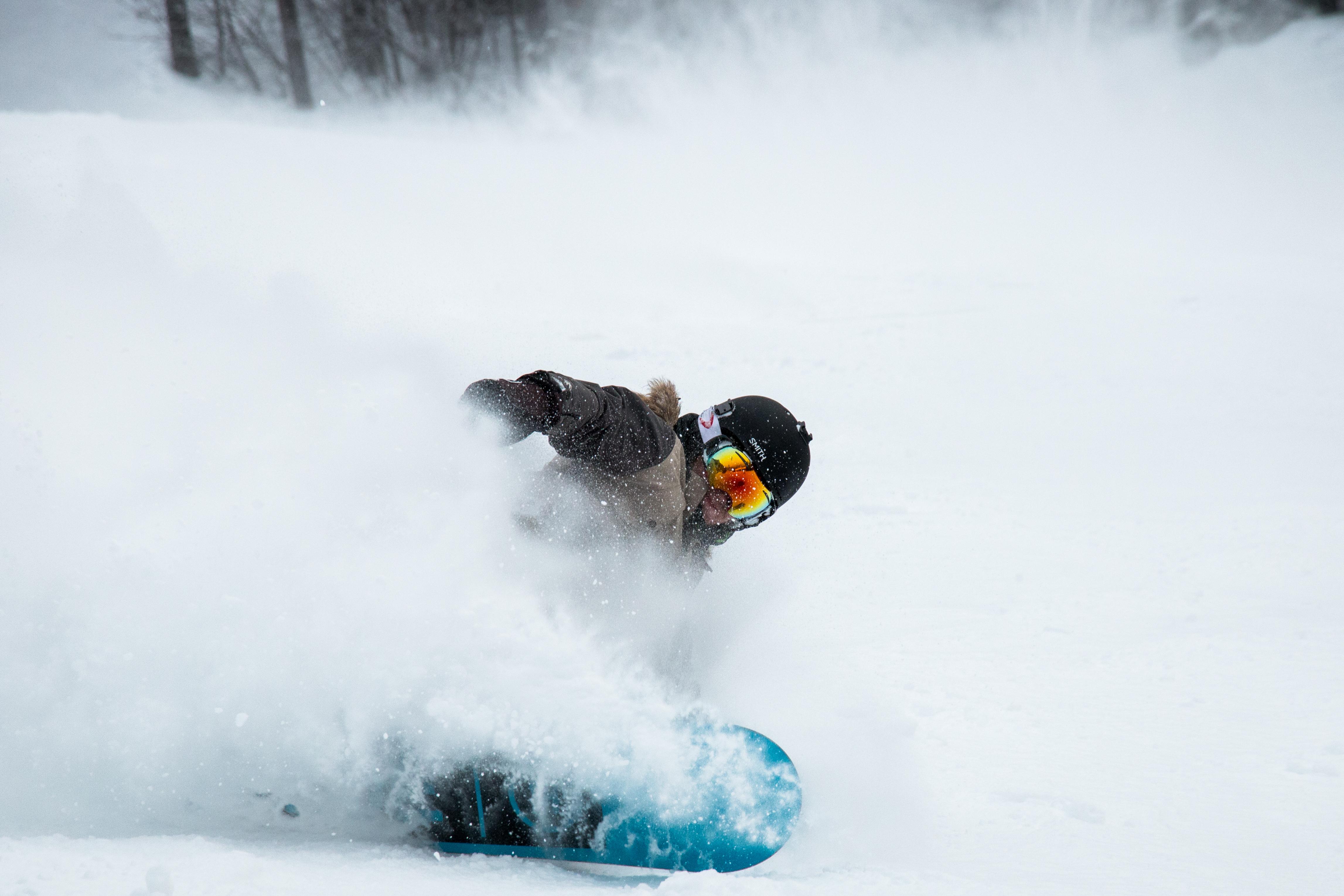 146465 скачать обои Спорт, Сноубордист, Снег, Шлем, Очки - заставки и картинки бесплатно