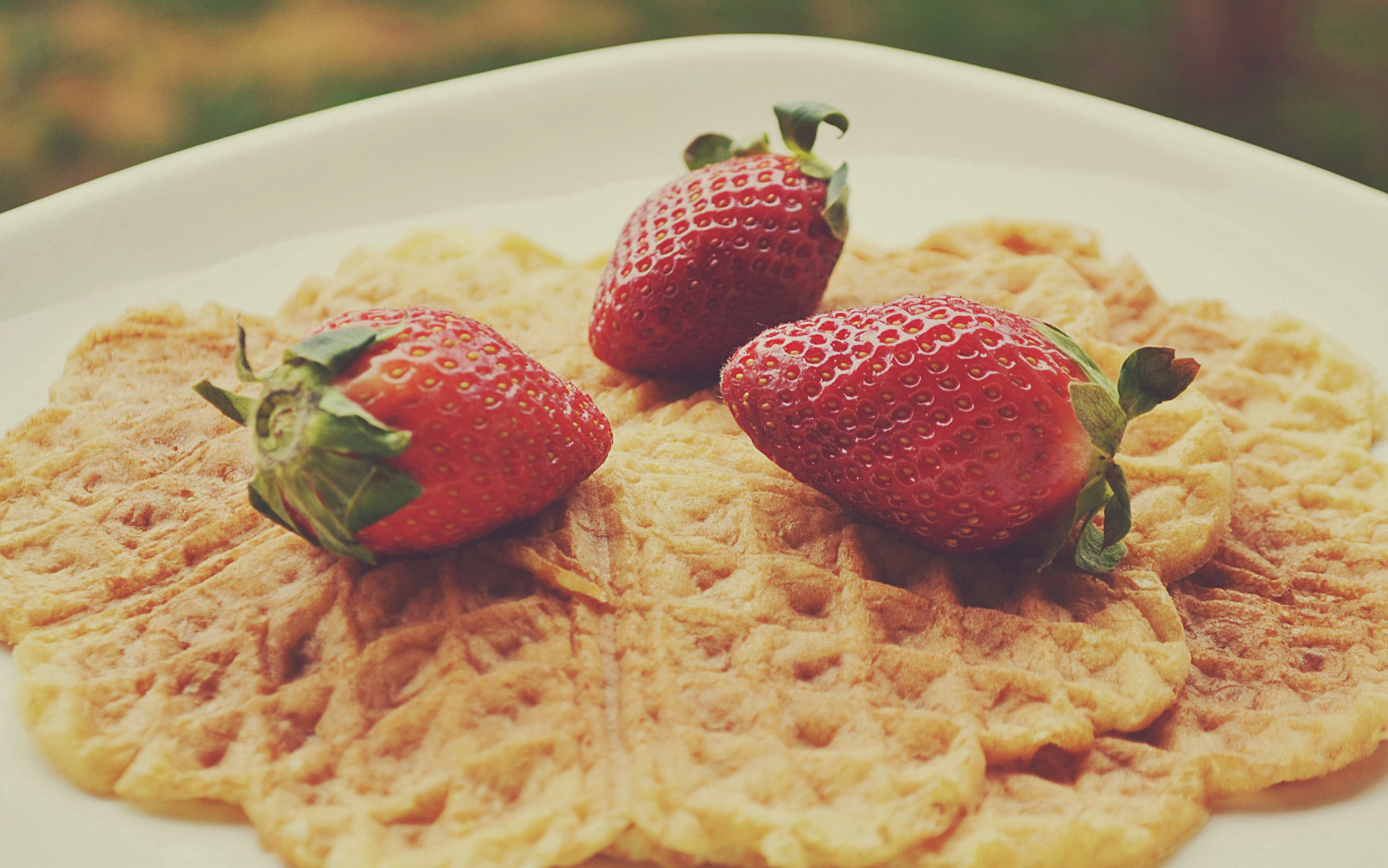 101326 download wallpaper Food, Strawberry, Berries screensavers and pictures for free