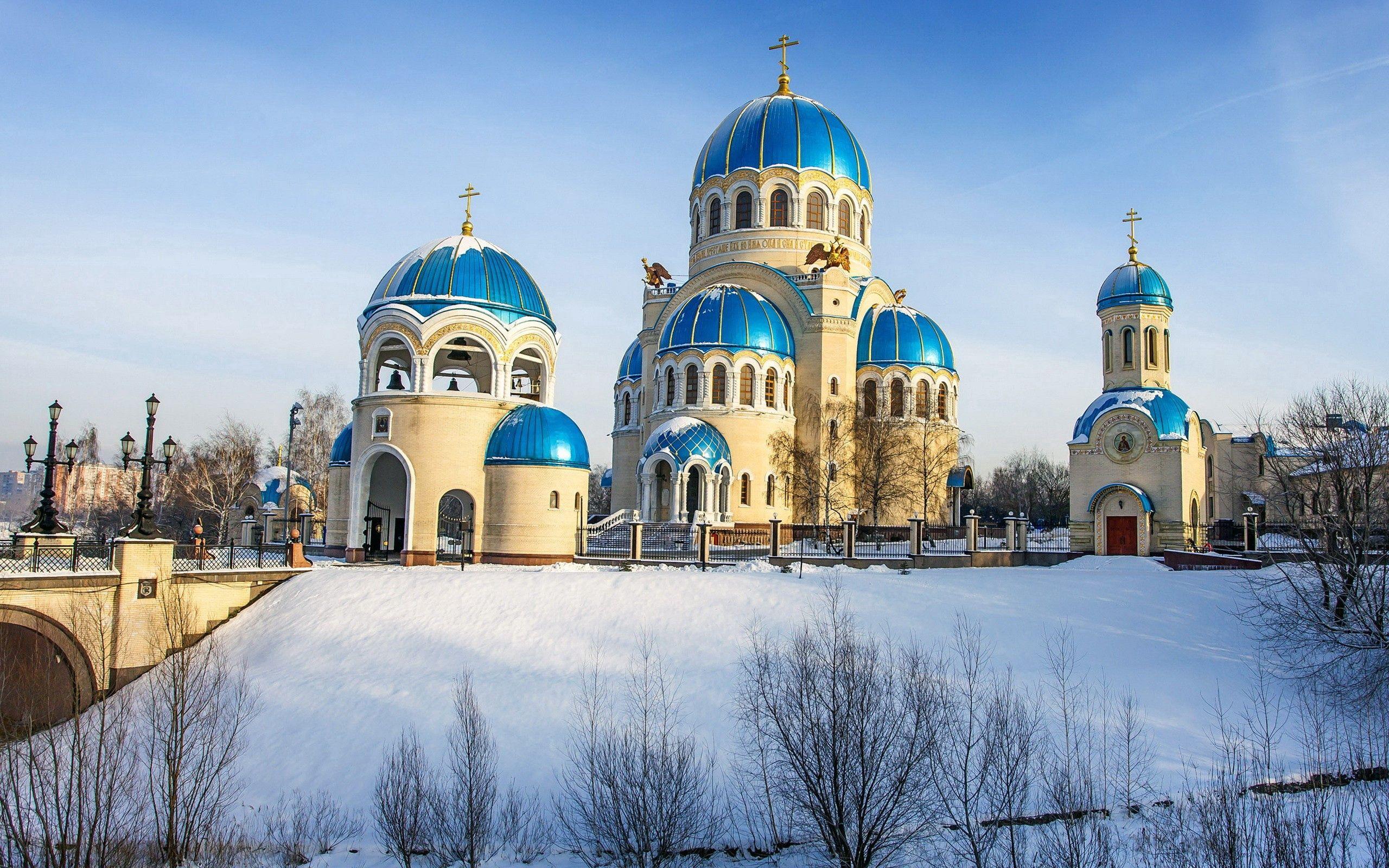 117202 免費下載壁紙 寺庙, 神殿, 雪, 闪耀, 光, 树, 冬天, 城市 屏保和圖片