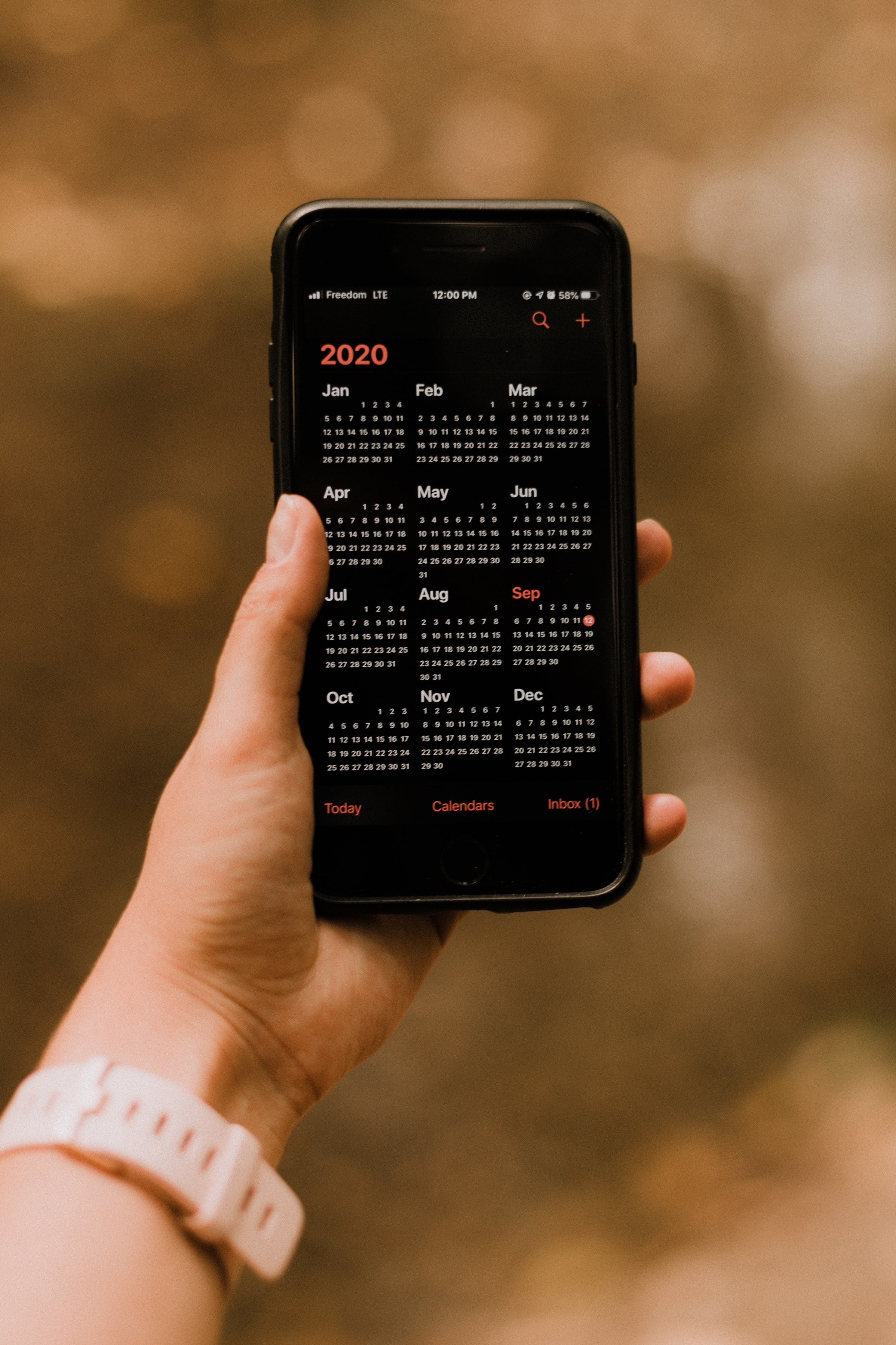 52124 download wallpaper Miscellanea, Miscellaneous, Calendar, Telephone, Screen, Hand screensavers and pictures for free