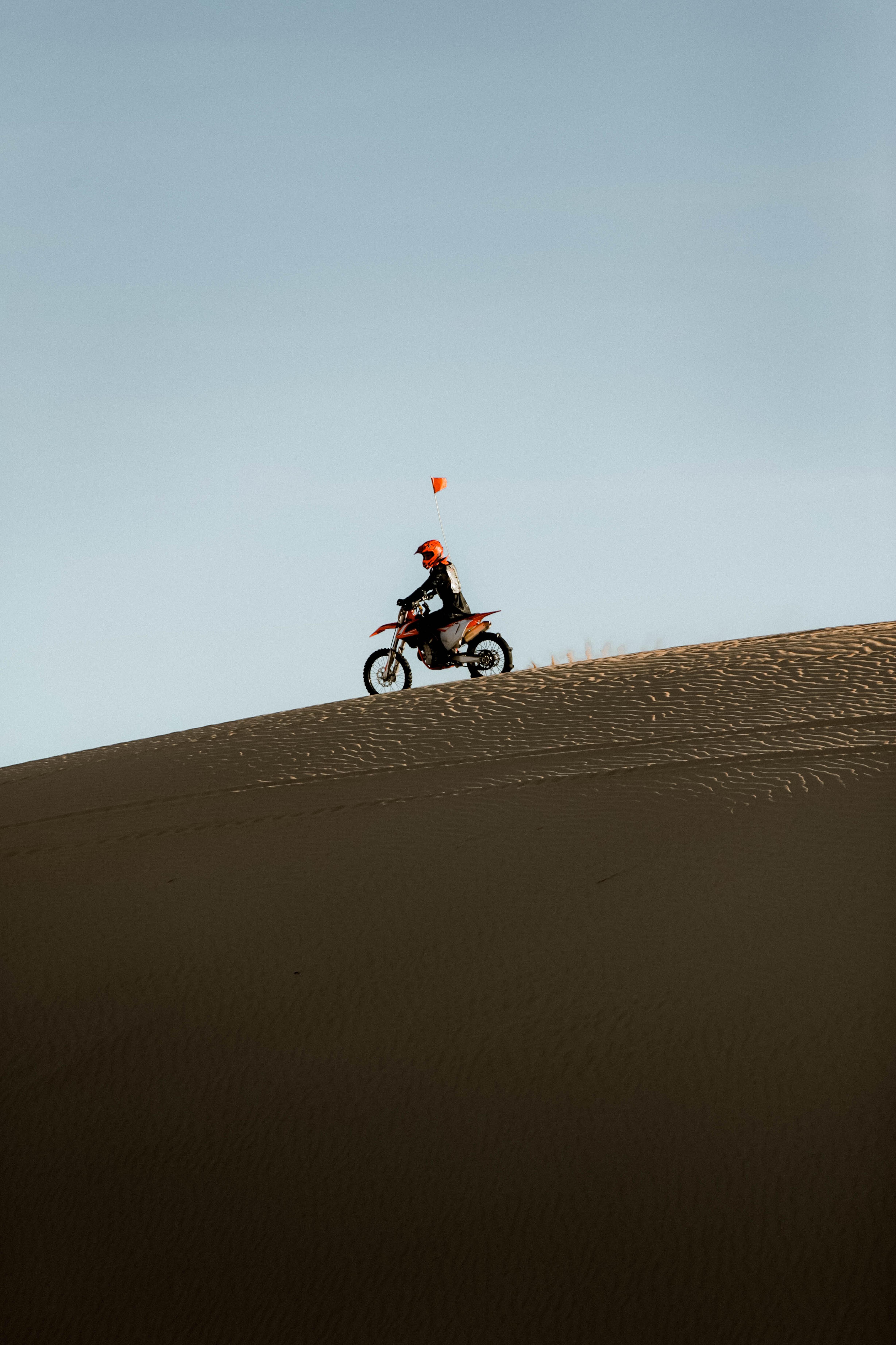 97973 скачать обои Песок, Мотоциклы, Пустыня, Ралли, Мотоциклист, Мотоцикл - заставки и картинки бесплатно