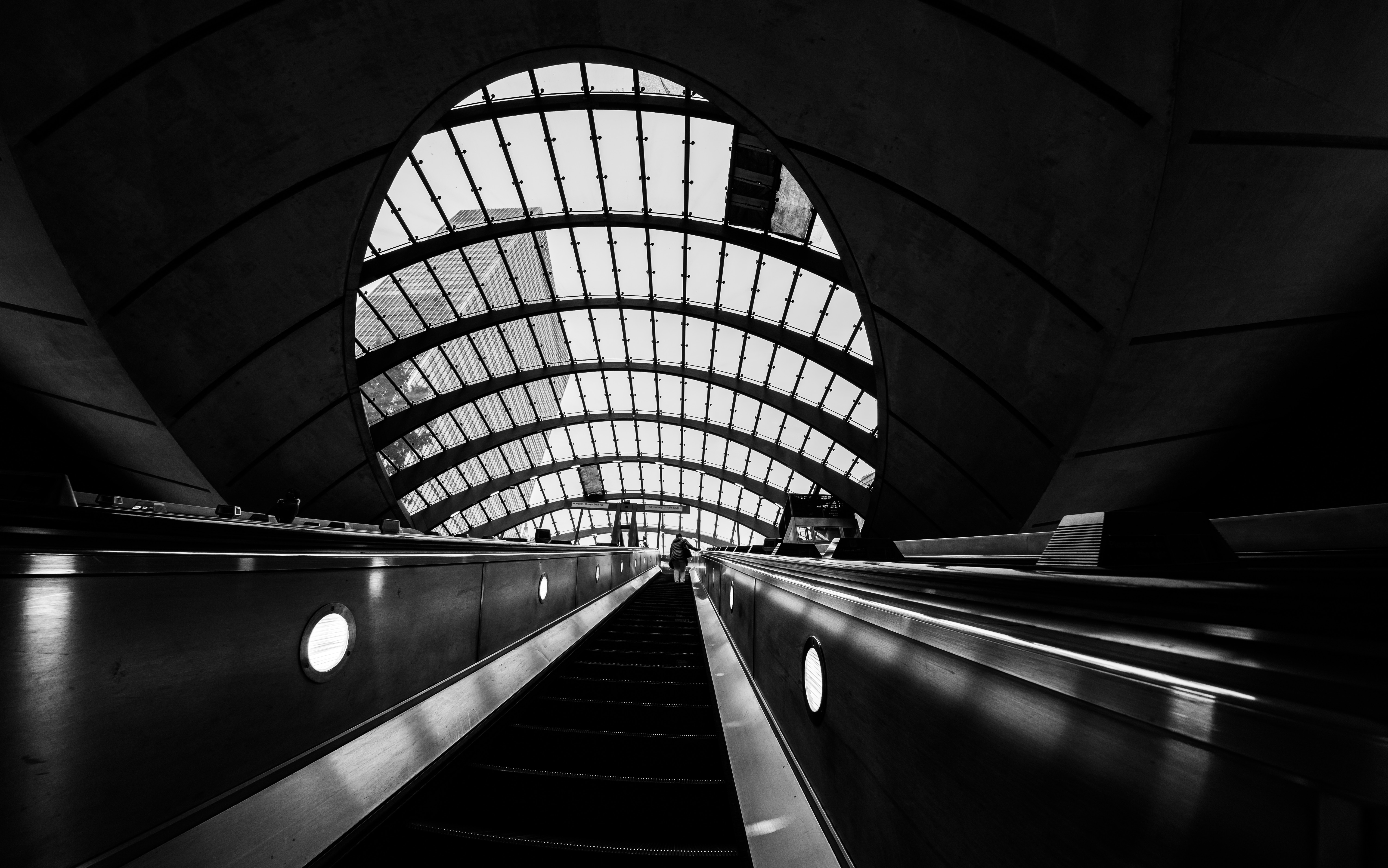 110872 Screensavers and Wallpapers Metro for phone. Download Architecture, Miscellanea, Miscellaneous, Bw, Chb, Premises, Room, Station, Metro, Subway, Escalator pictures for free