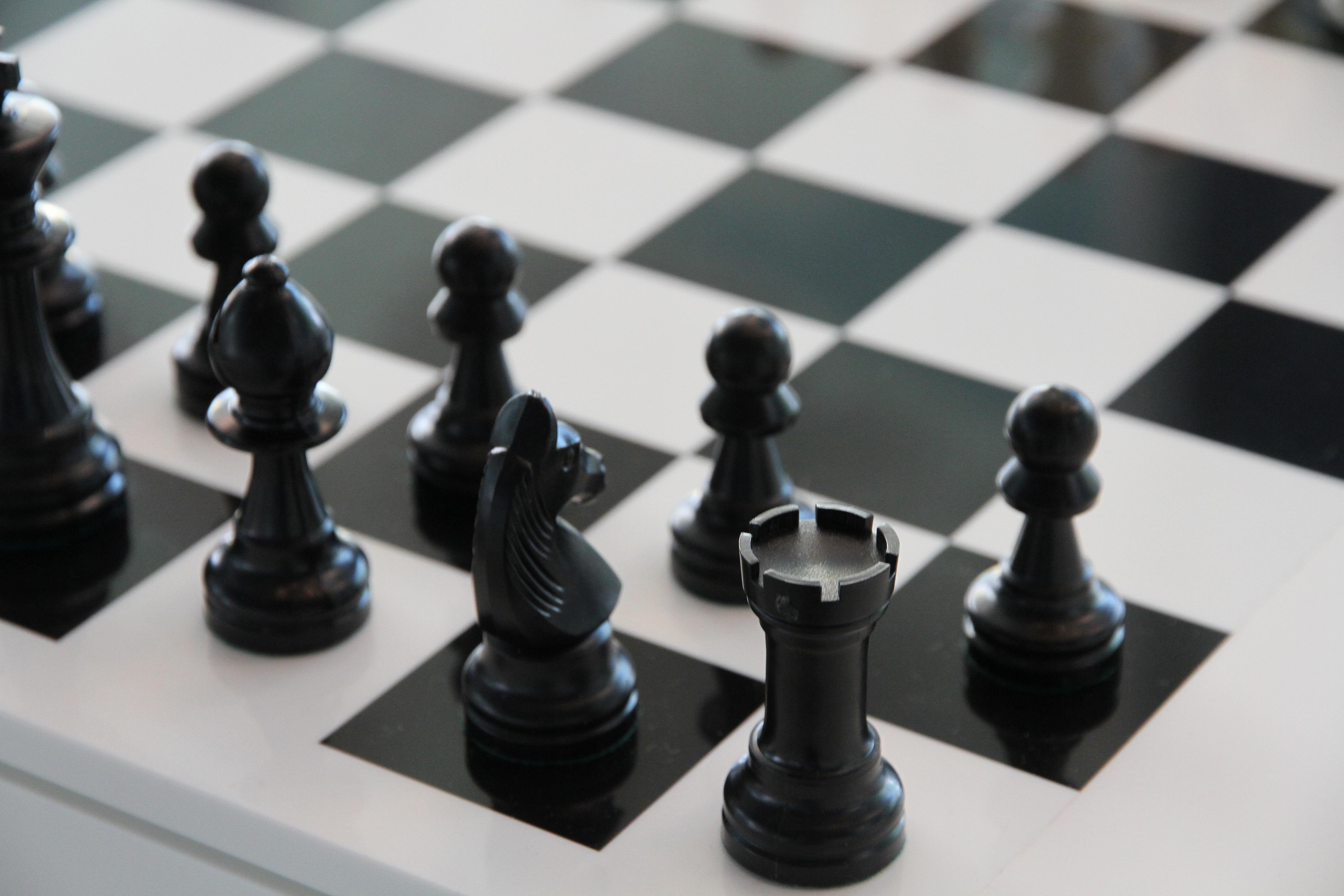 112836 Заставки и Обои Спорт на телефон. Скачать Спорт, Чб, Фигуры, Шахматы, Шахматная Доска картинки бесплатно