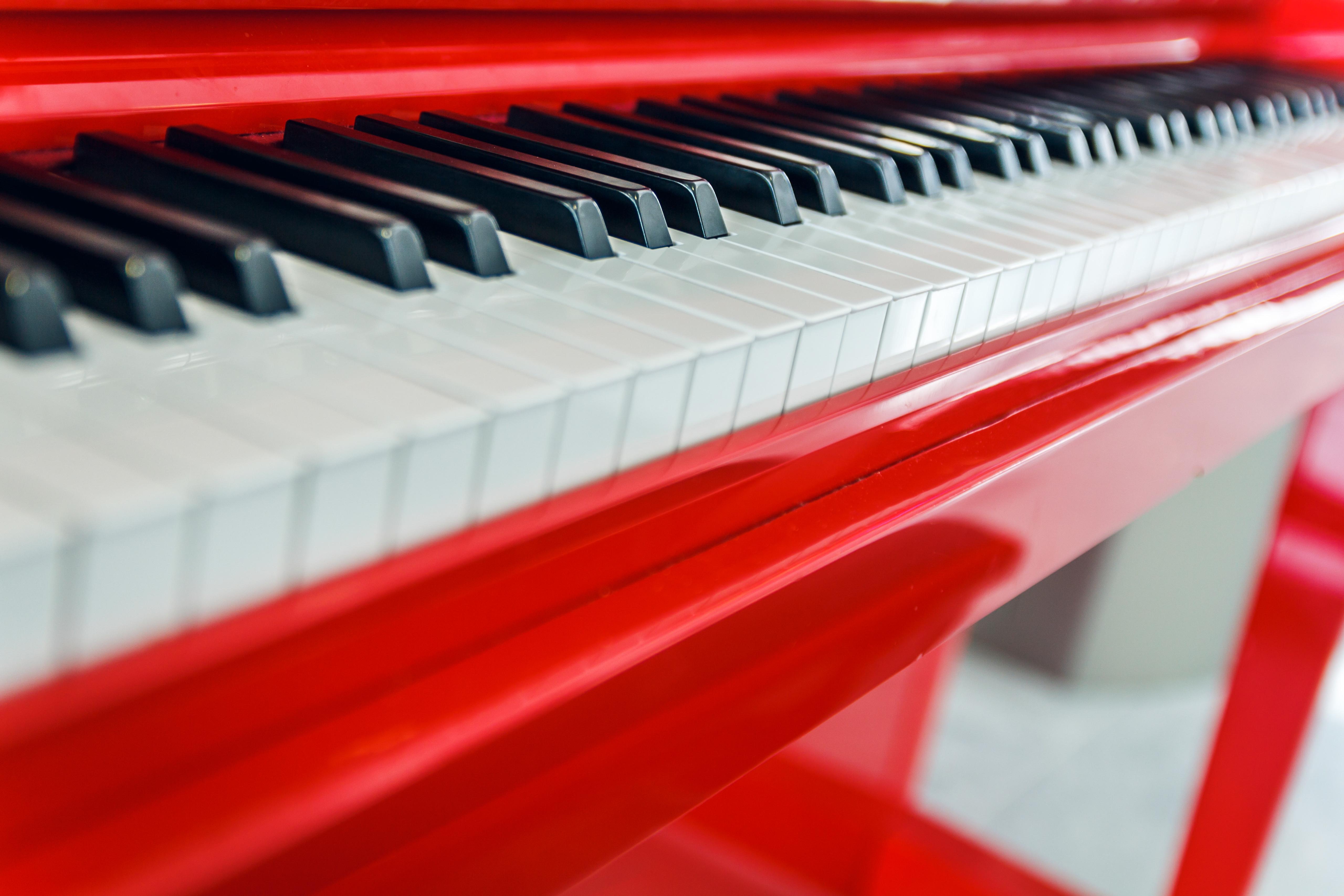 76635 скачать обои Музыка, Пианино, Макро, Красный, Клавиши - заставки и картинки бесплатно