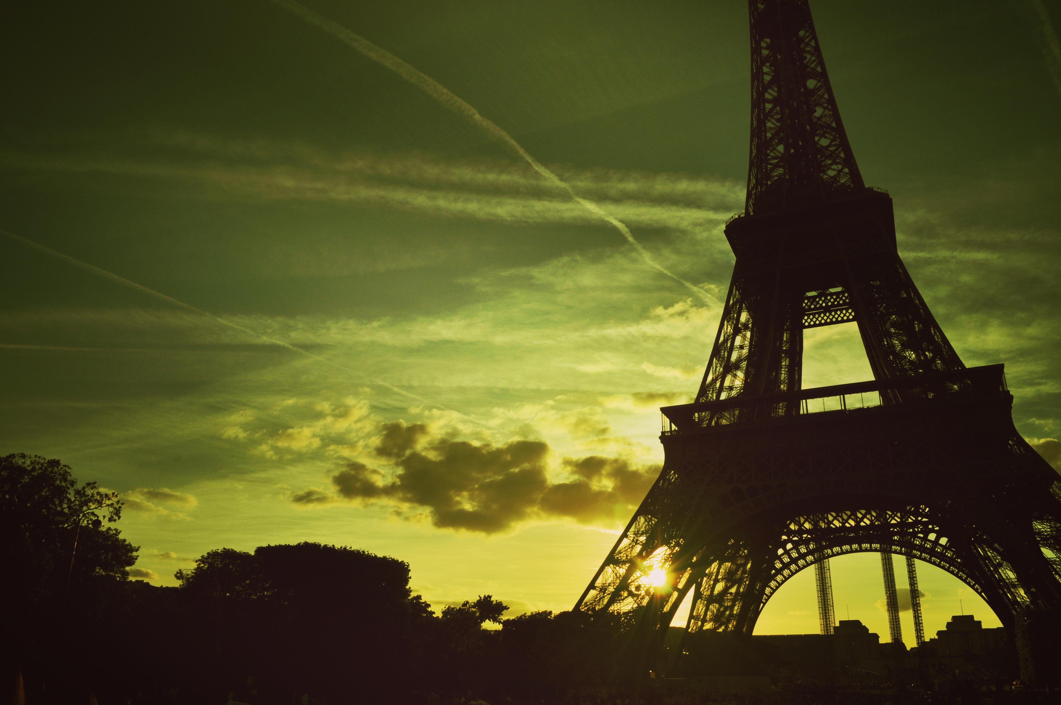 83274 télécharger le fond d'écran Coucher De Soleil, Nuages, Crépuscule, Paris, Villes, Tour Eiffel - économiseurs d'écran et images gratuitement
