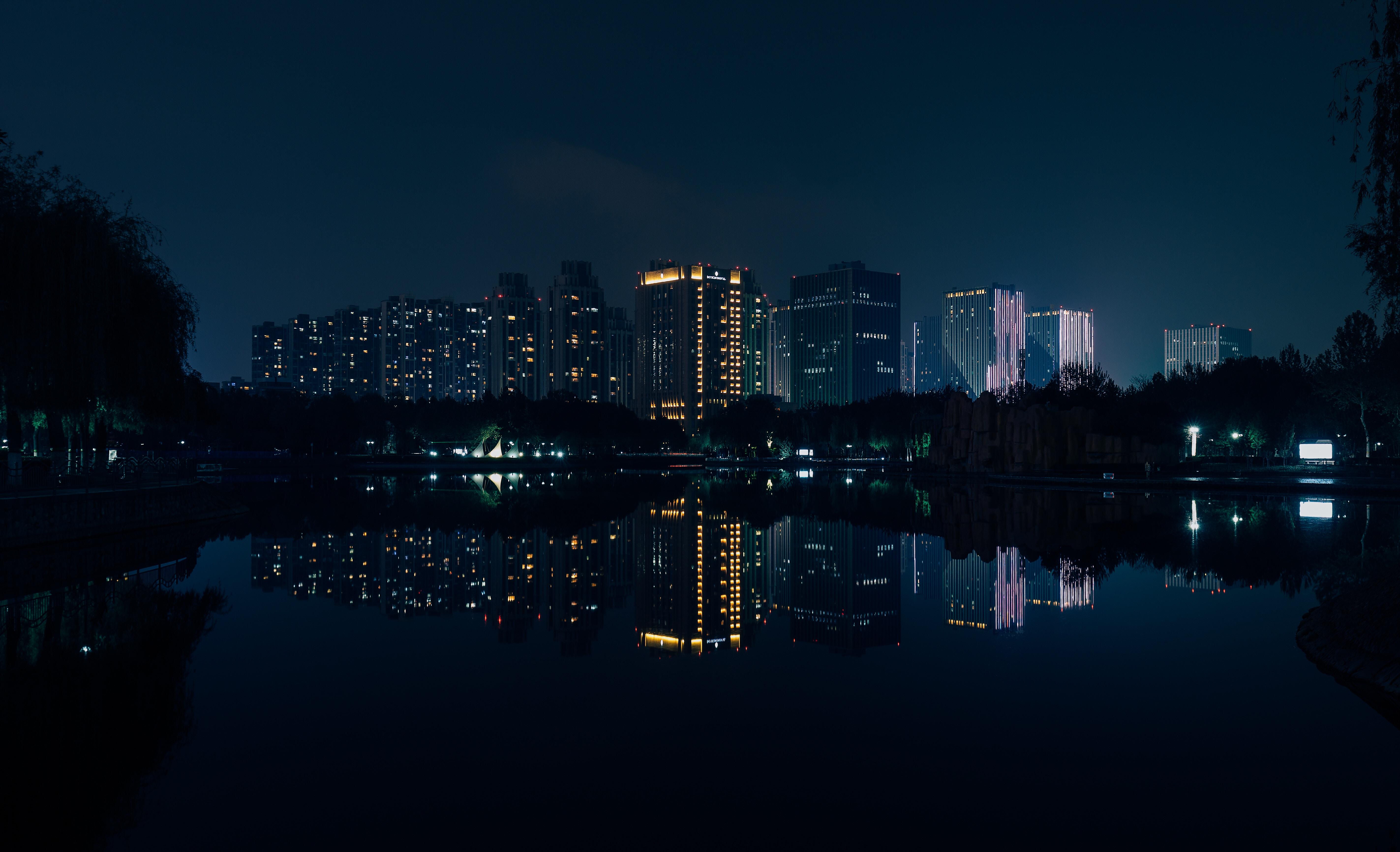 93939 Заставки и Обои Река на телефон. Скачать Река, Ночной Город, Города, Здания, Отражение, Панорама картинки бесплатно