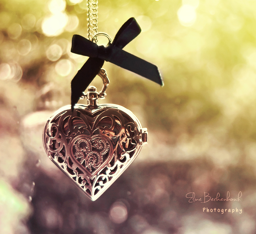 22905 download wallpaper Holidays, Hearts, Objects, Love, Valentine's Day, Jewelry screensavers and pictures for free