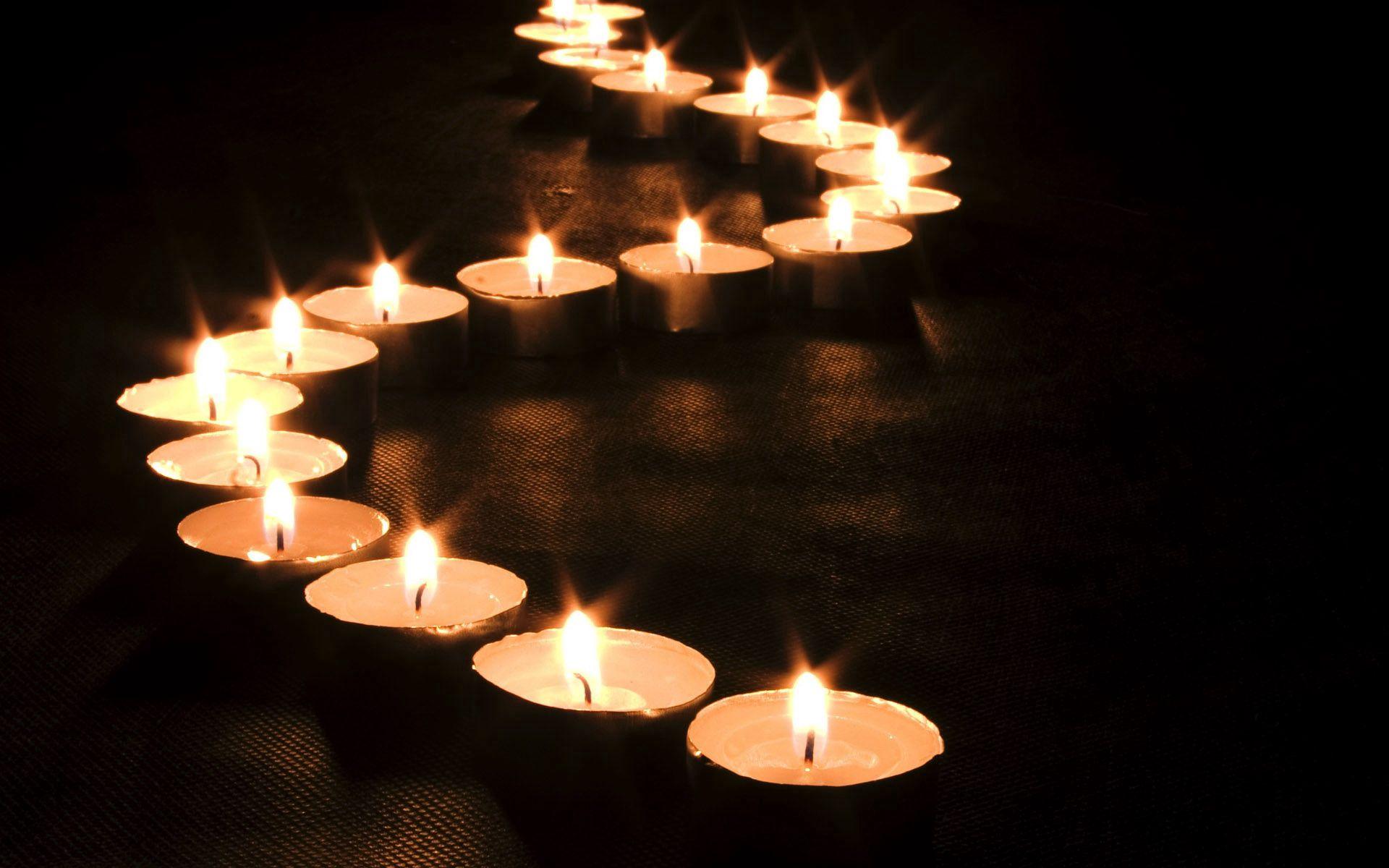 152462 Hintergrundbild herunterladen Kerzen, Dunkel, Scheinen, Licht, Linie, Welle - Bildschirmschoner und Bilder kostenlos