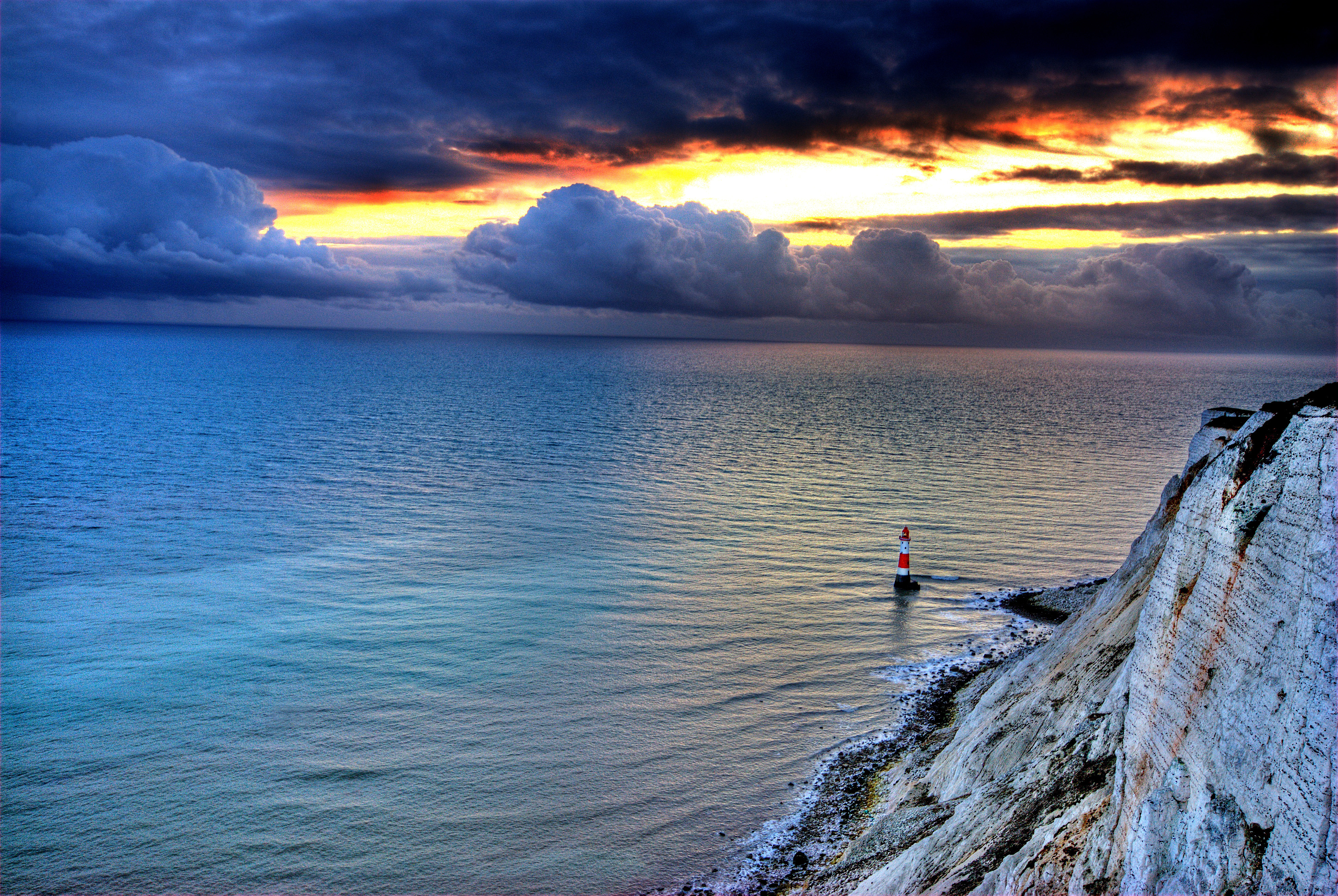 151172 завантажити шпалери Природа, Захід, Море, Скала, Скеля, Маяк - заставки і картинки безкоштовно