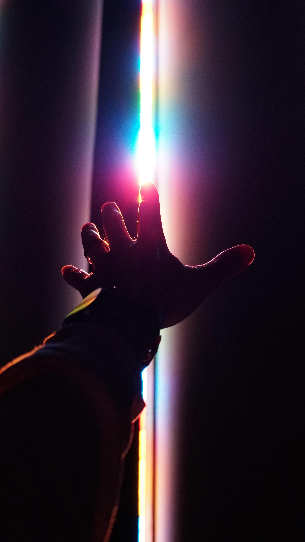 150012 скачать обои Радуга, Рука, Разное, Темный, Пальцы - заставки и картинки бесплатно