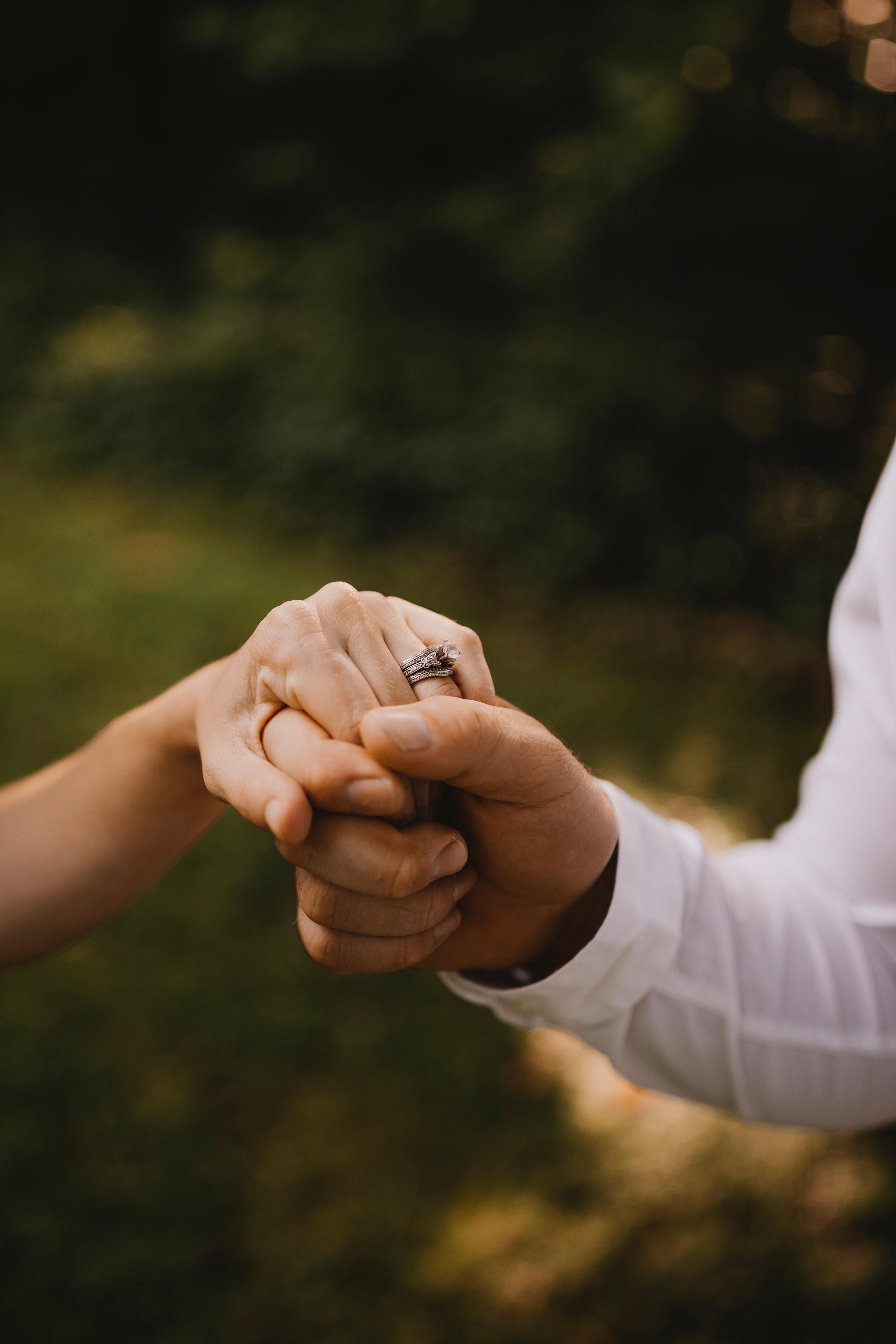 57912 скачать обои Свадьба, Любовь, Руки, Прикосновение - заставки и картинки бесплатно