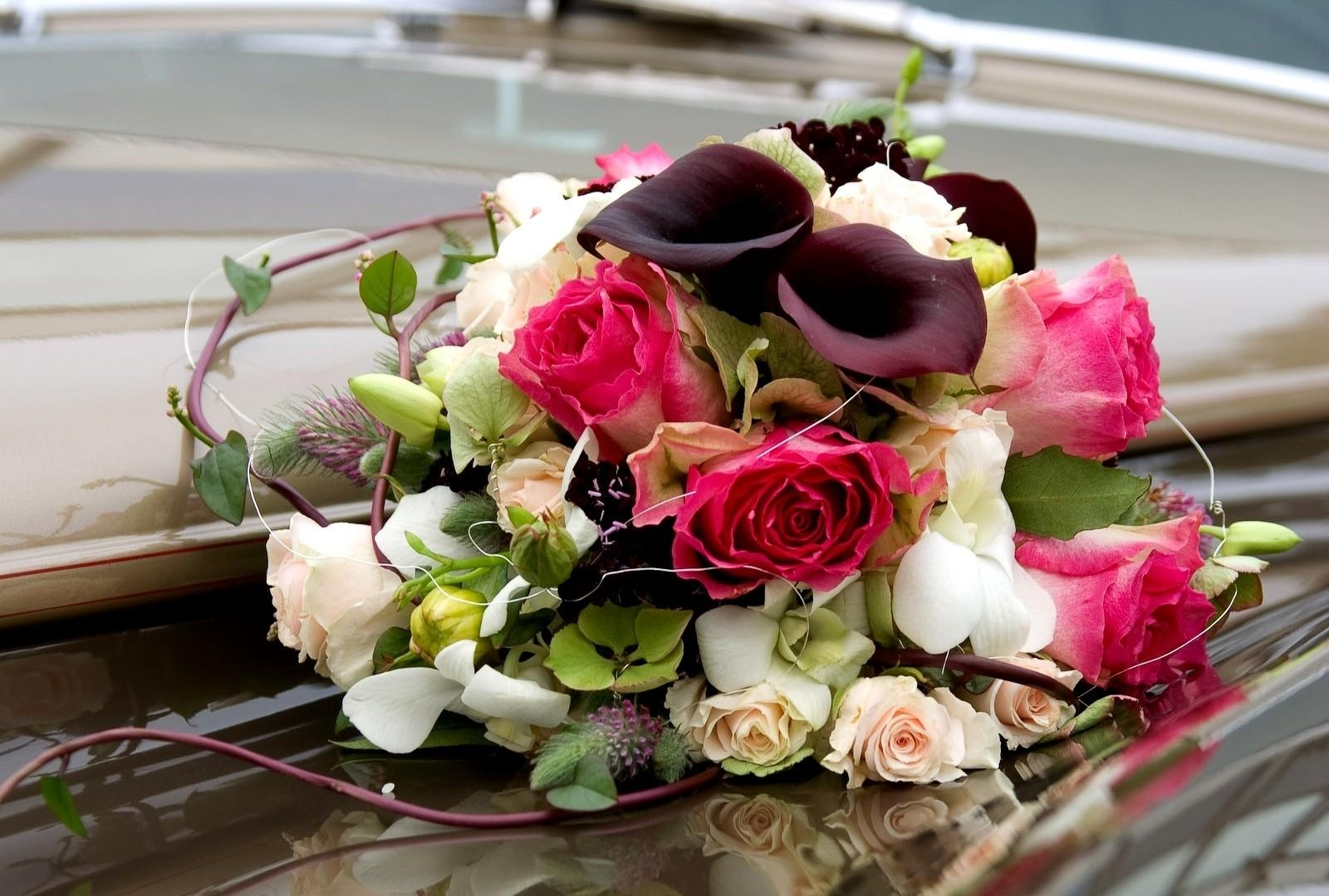 96937 скачать обои Цветы, Каллы, Букет, Оформление, Розы - заставки и картинки бесплатно