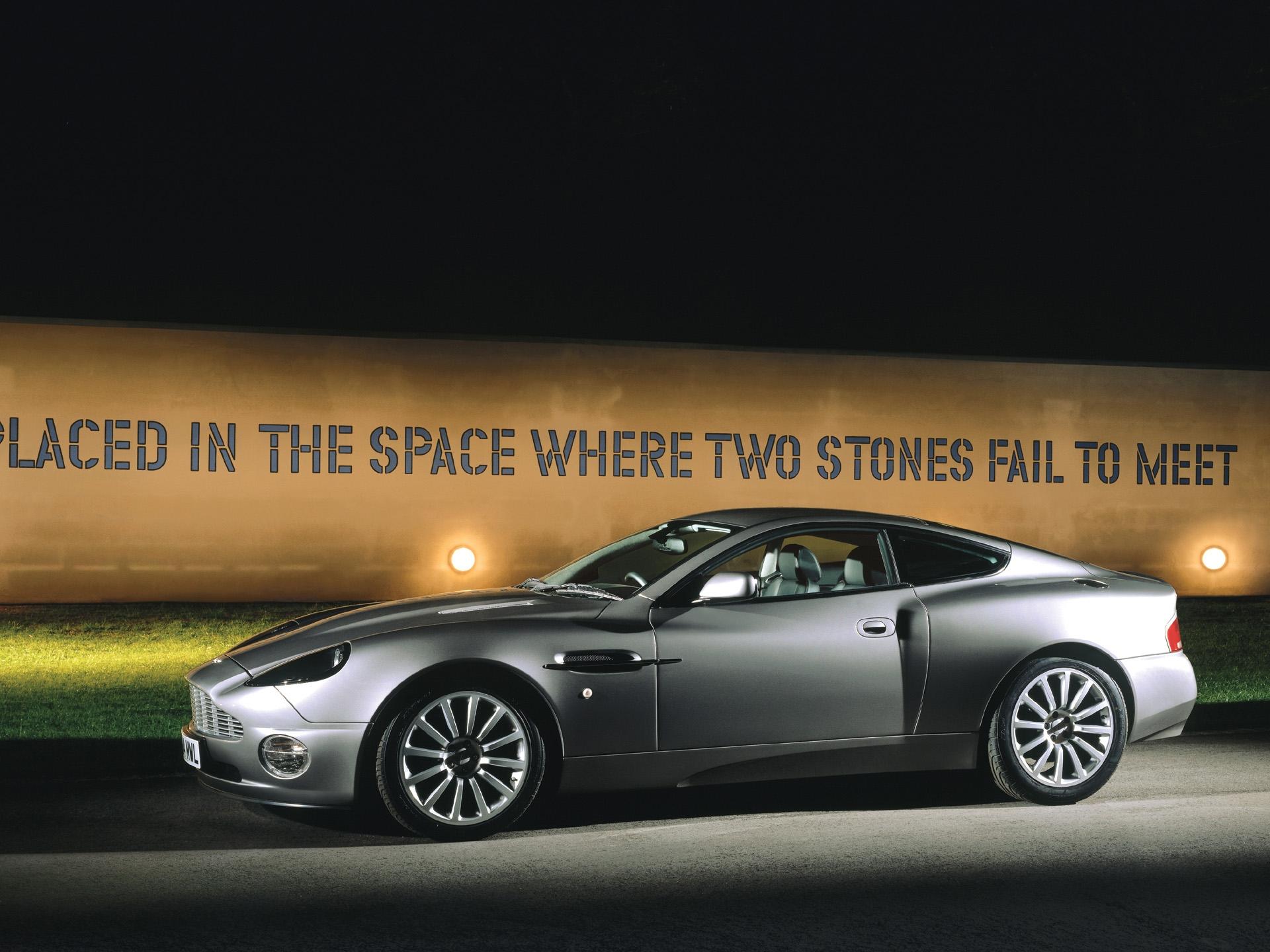 101174 скачать обои Машины, Астон Мартин (Aston Martin), Тачки (Cars), Асфальт, Серый, Вид Сбоку, V12, Vanquish, 2001 - заставки и картинки бесплатно