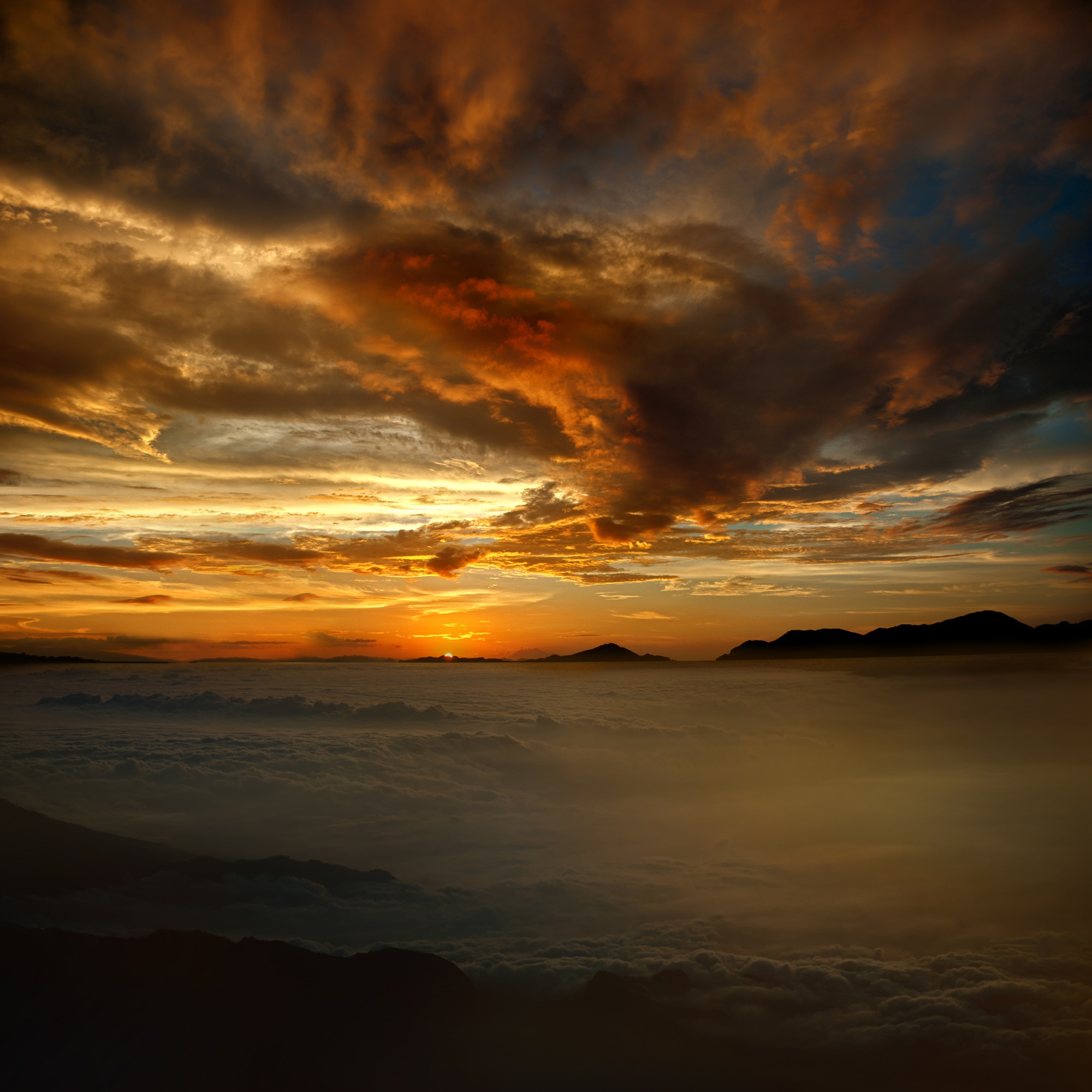 60601 download wallpaper Nature, Sunset, Clouds, Sky, Mountains screensavers and pictures for free