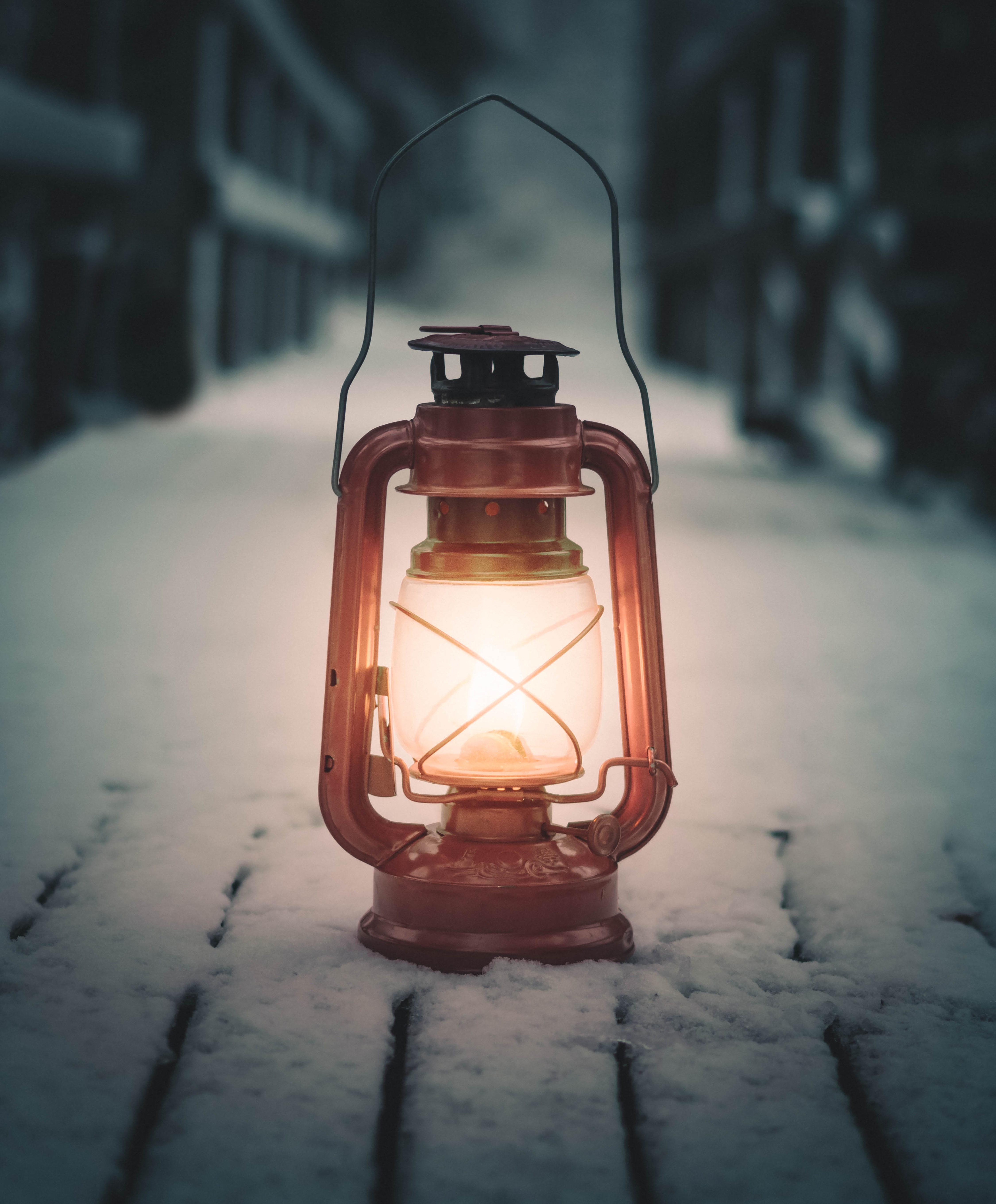 149558 download wallpaper Miscellanea, Miscellaneous, Lamp, Lantern, Snow screensavers and pictures for free